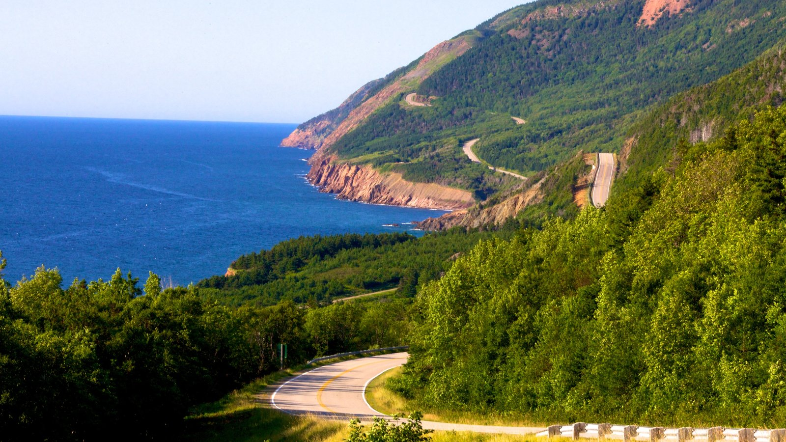Cape Breton Highlands National Park mostrando costa rocosa