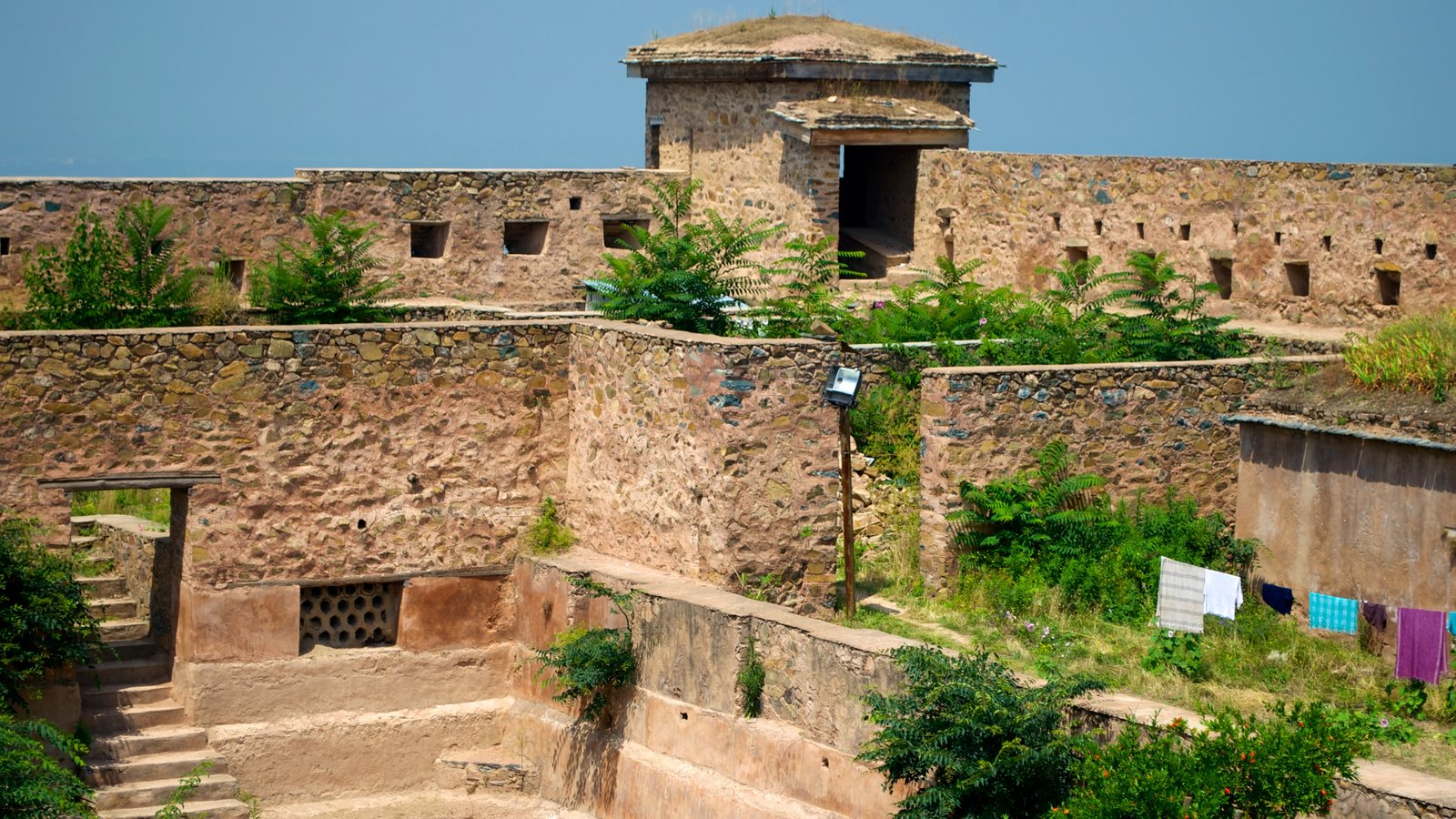 Hari Parbat Fort which includes heritage architecture