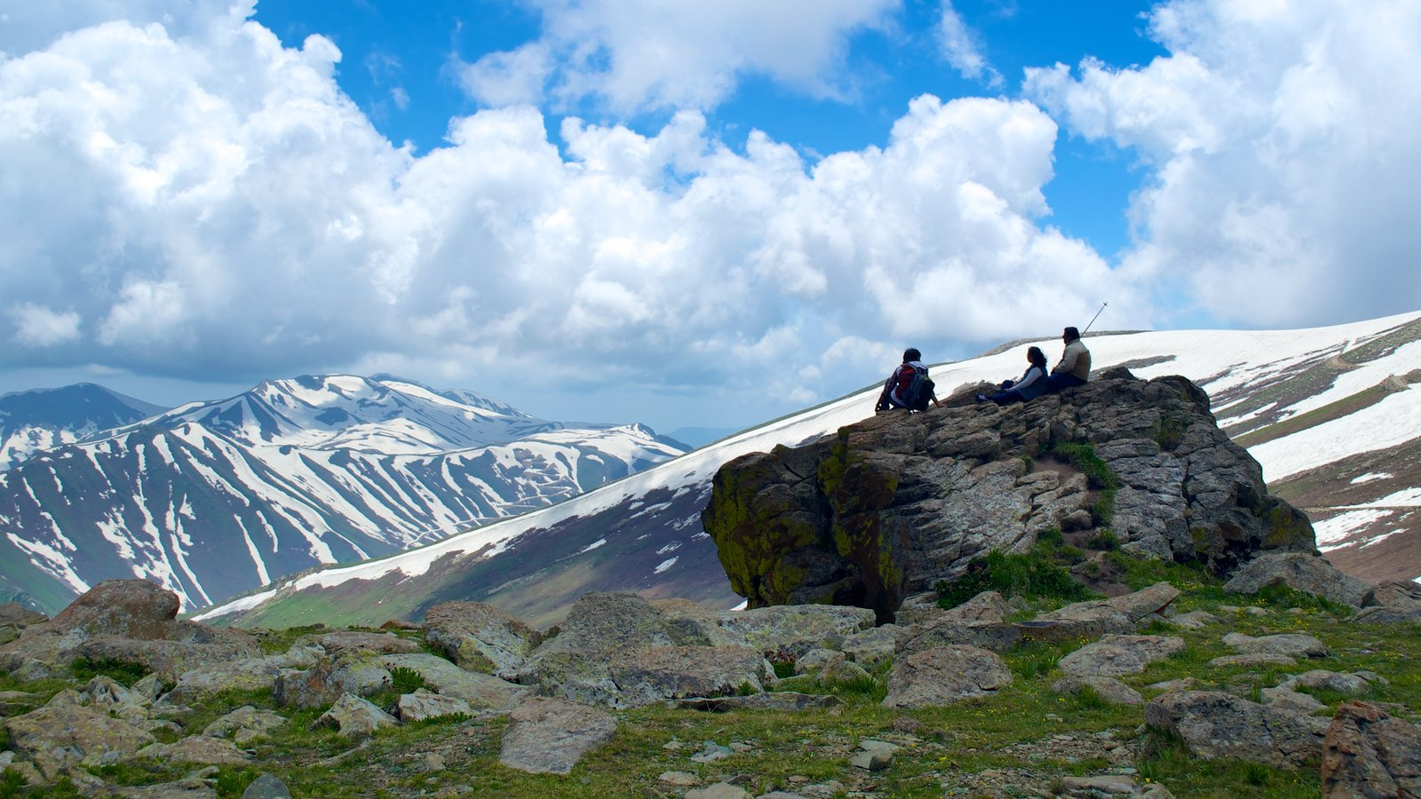 Gulmarg showing hiking or walking, snow and mountains