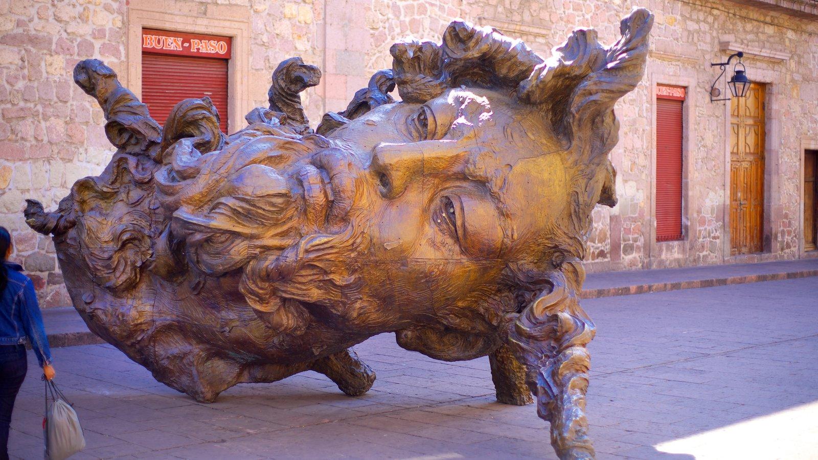 Morelia mostrando arte ao ar livre e uma estátua ou escultura