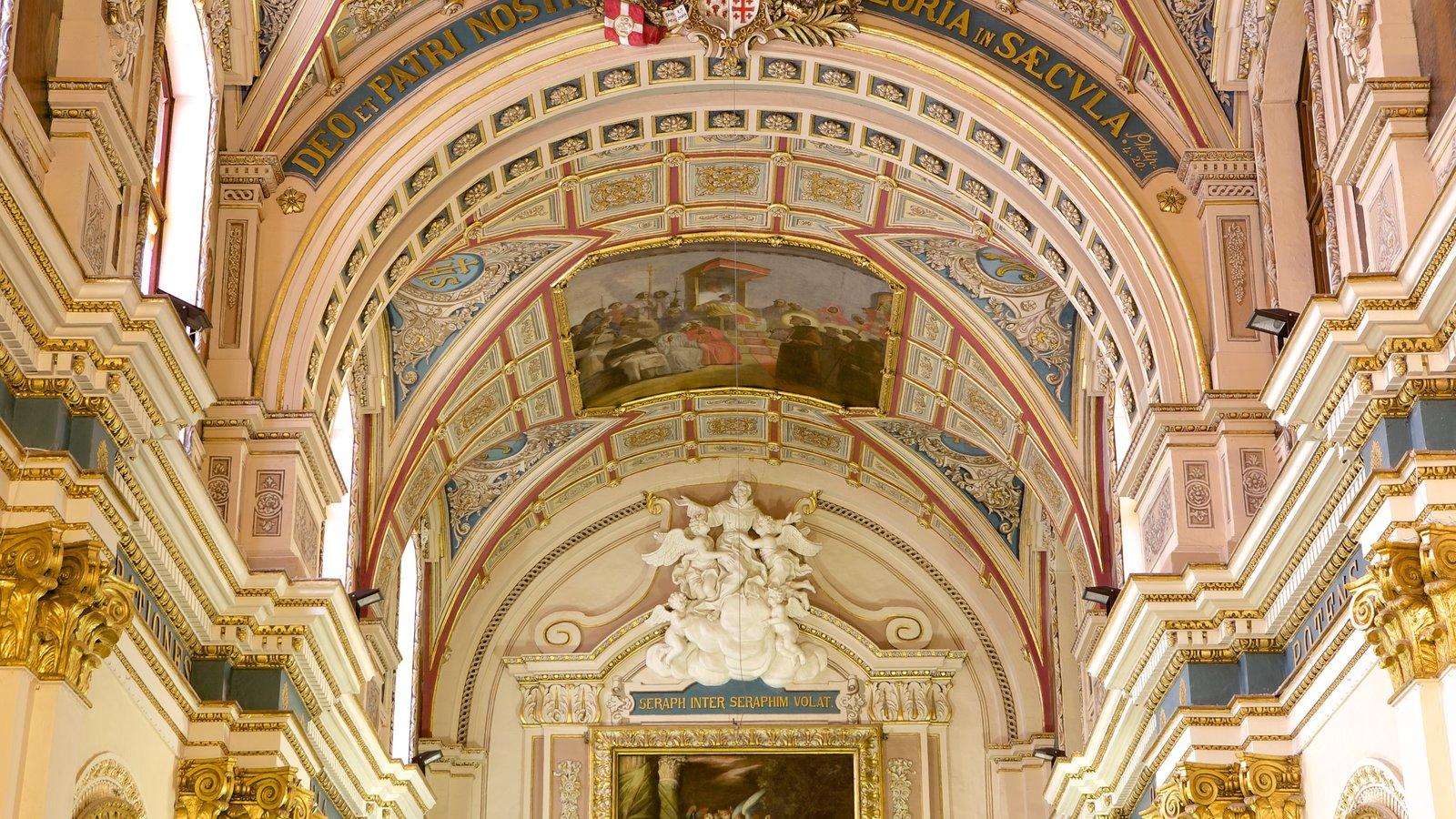 La Valeta que incluye aspectos religiosos, una iglesia o catedral y vistas interiores