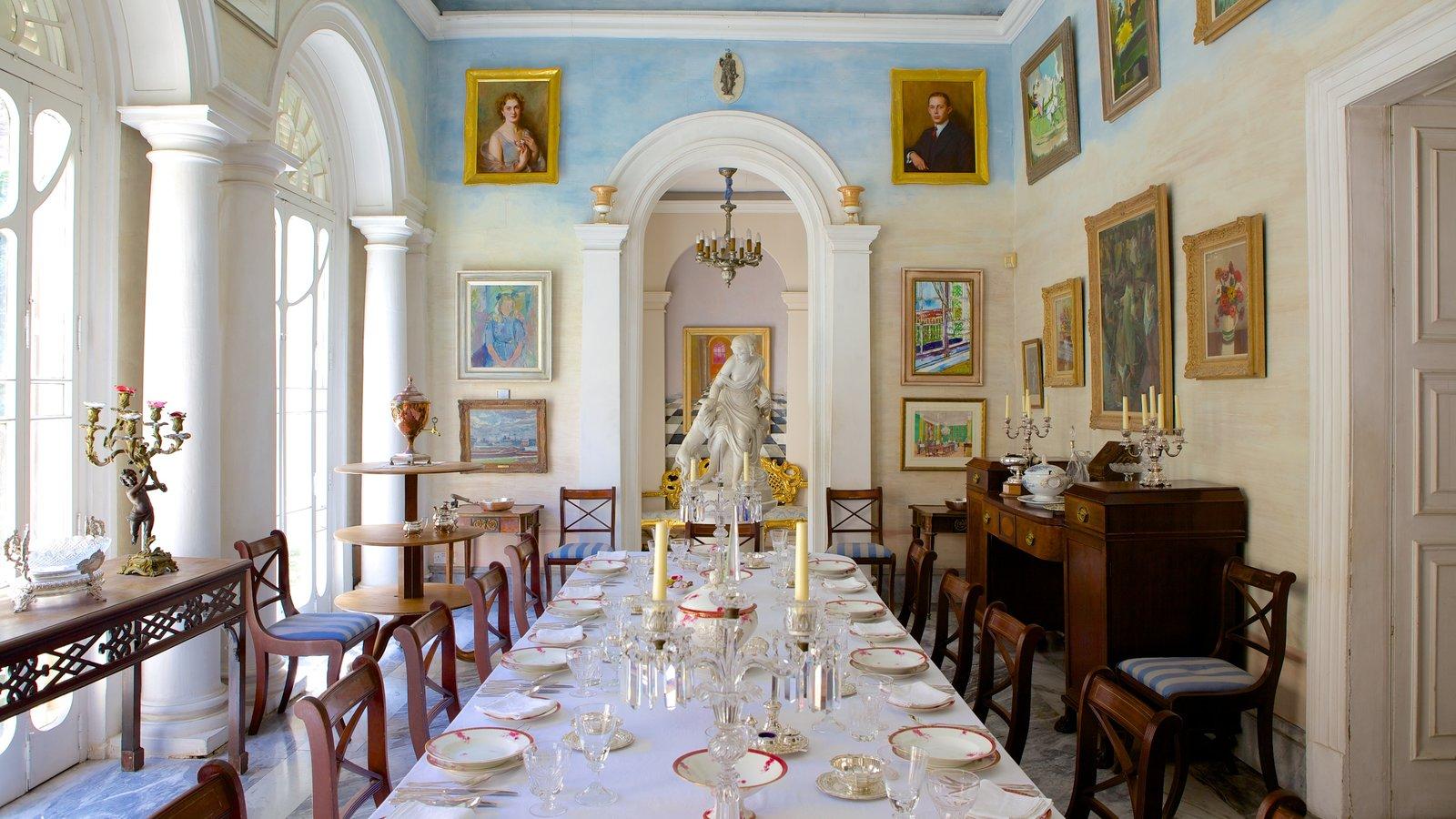 Casa Rocca Piccola mostrando vistas internas e elementos de patrimônio