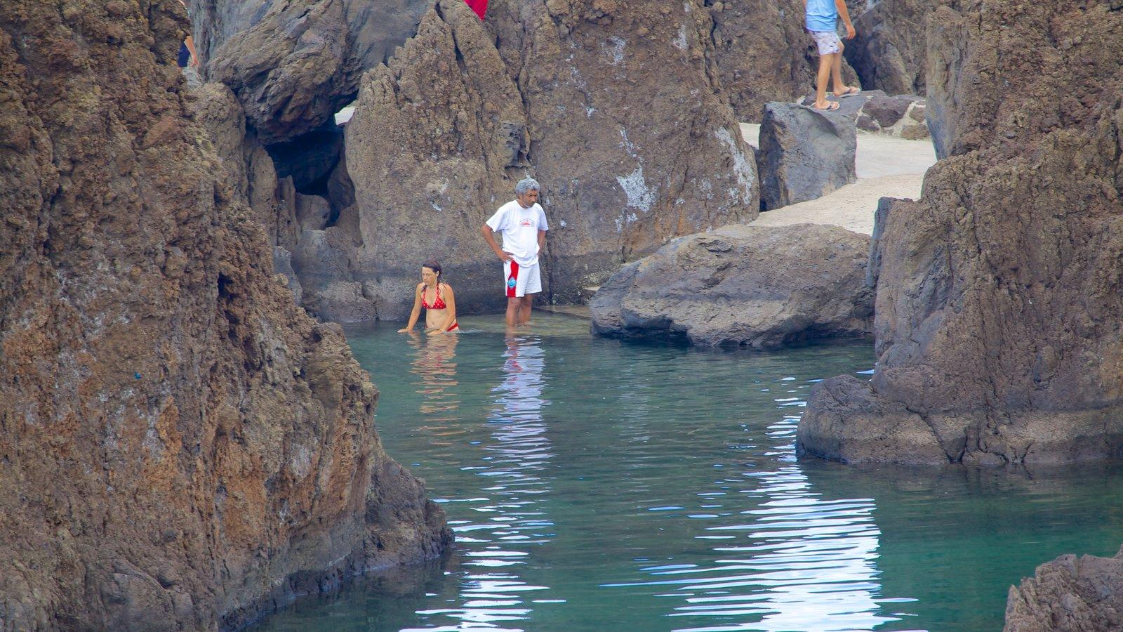 Fotos de piscinas naturales de porto moniz ver fotos e for Portugal piscinas naturales