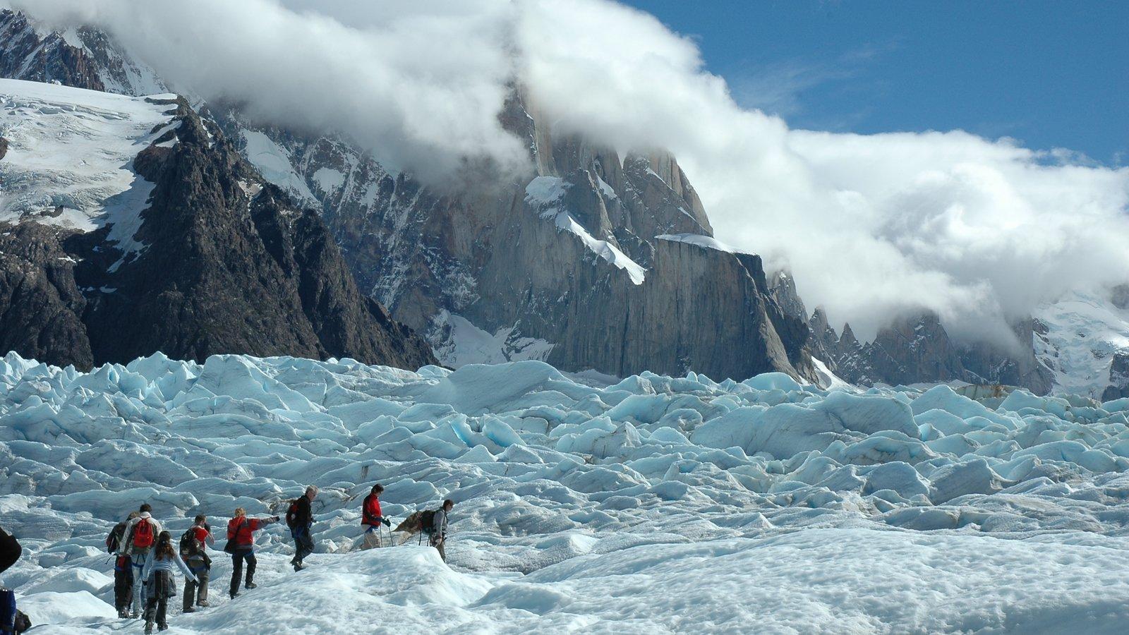 Parque Nacional Los Glaciares mostrando escalada ou caminhada, montanhas e neve