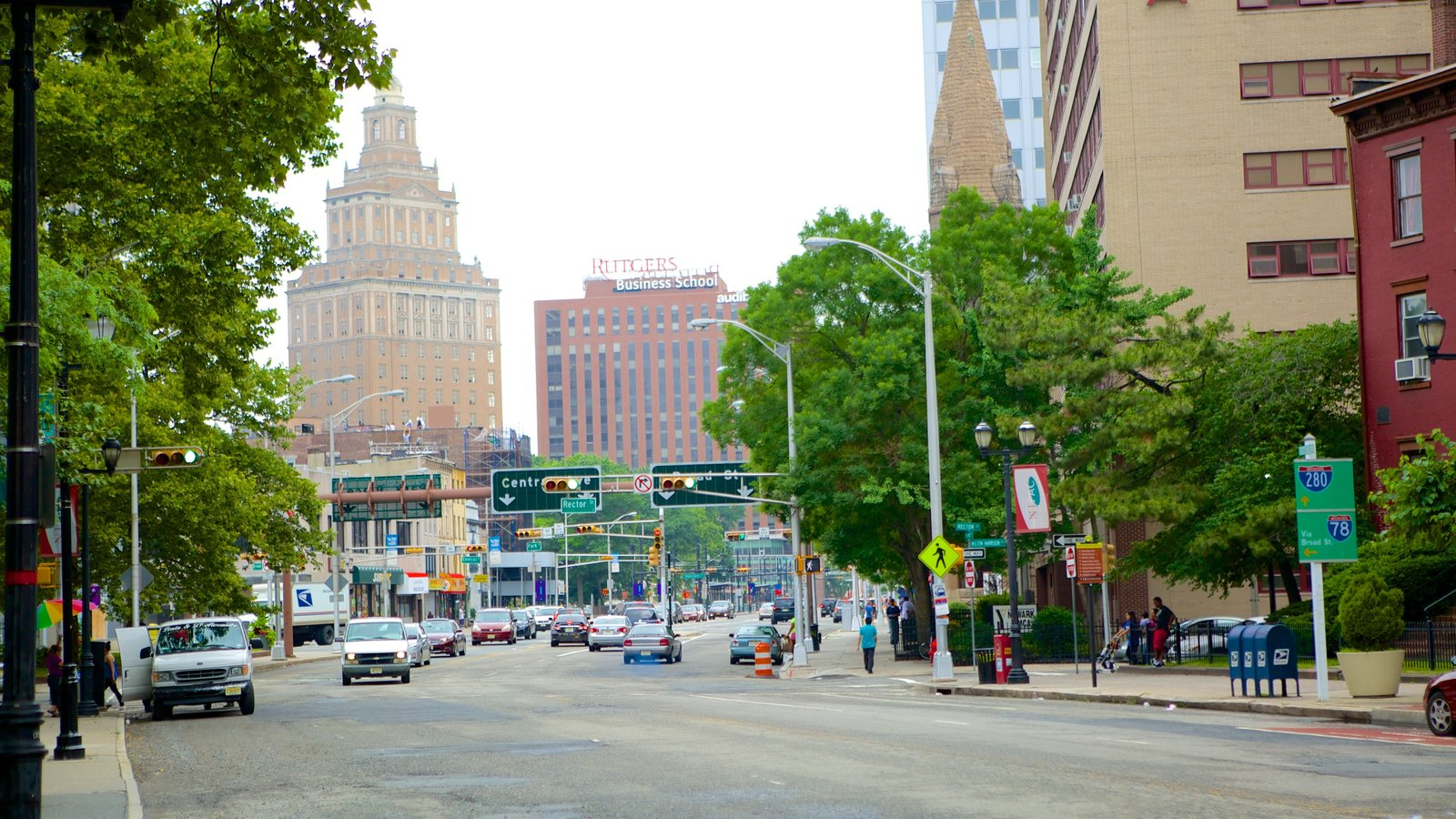 Newark showing street scenes and a city