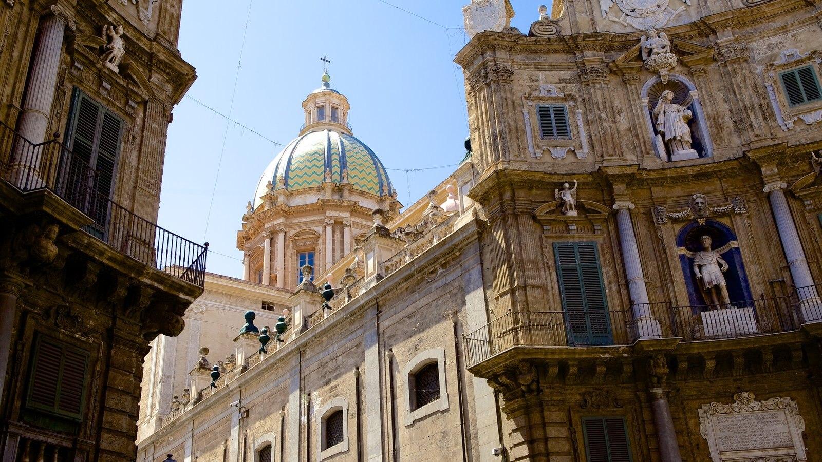 Via Maqueda mostrando uma igreja ou catedral, arquitetura de patrimônio e cenas de rua