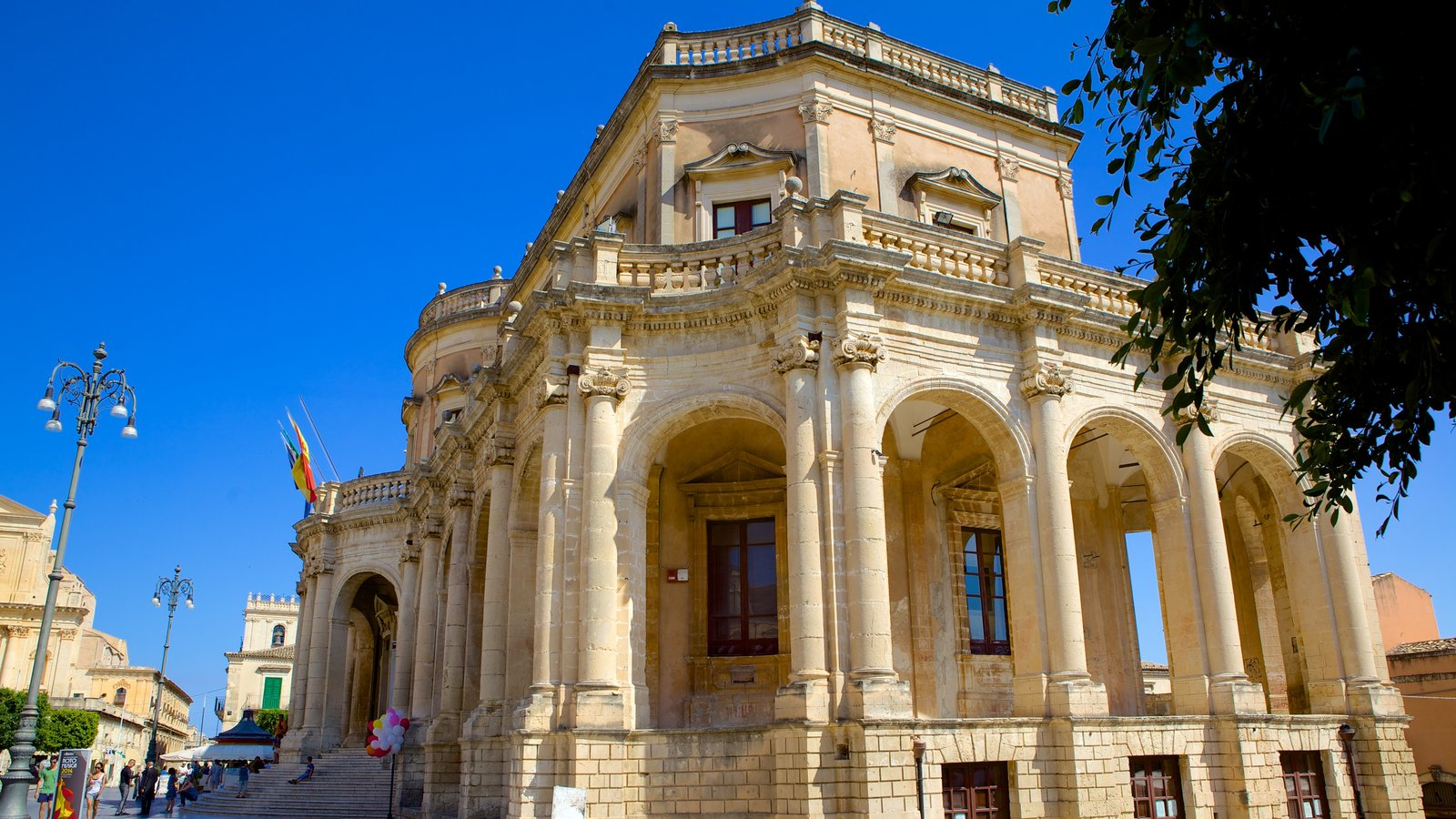 Ducezio Palace which includes street scenes, heritage elements and heritage architecture