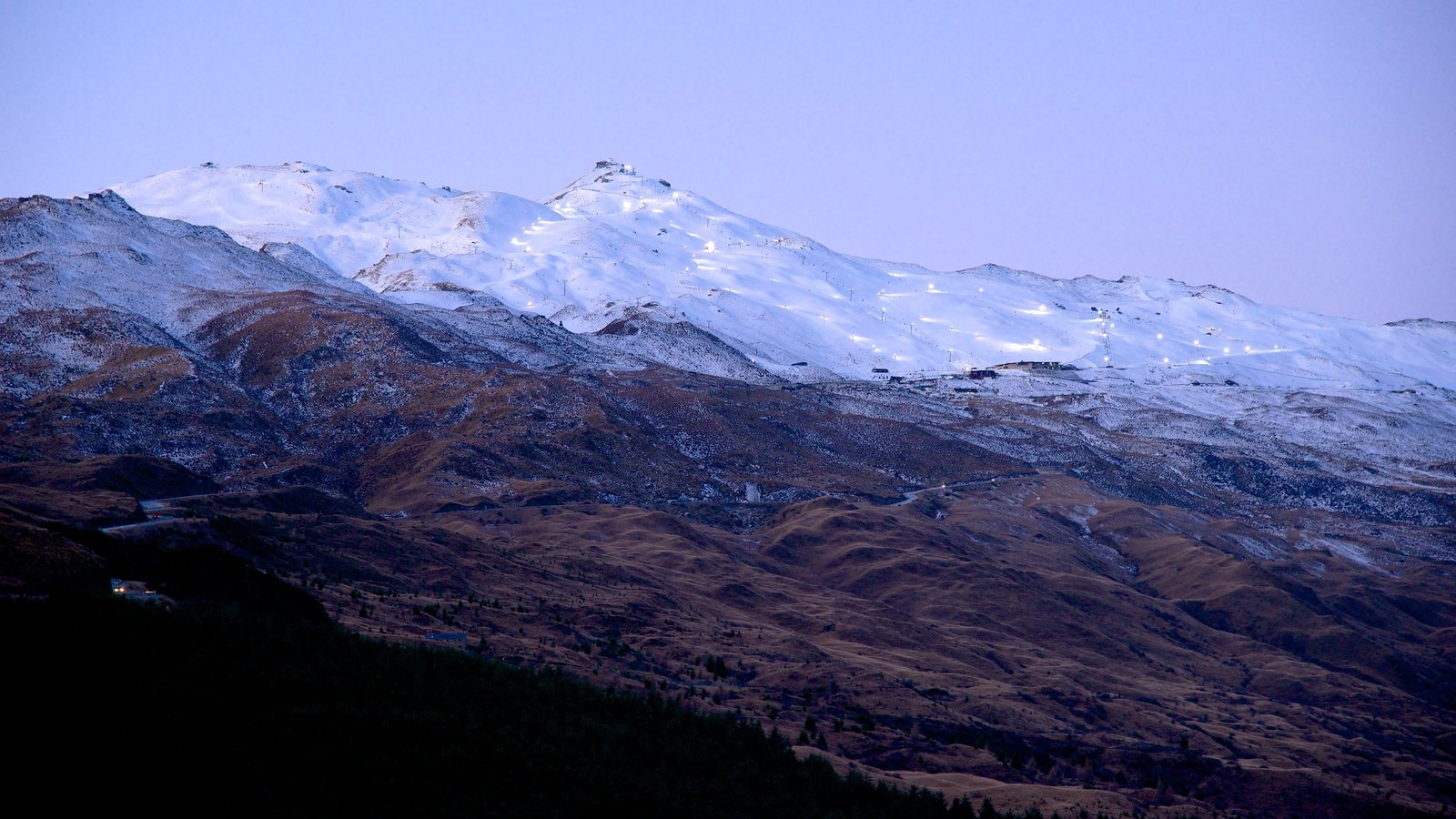Coronet Peak Ski Area showing mountains and snow