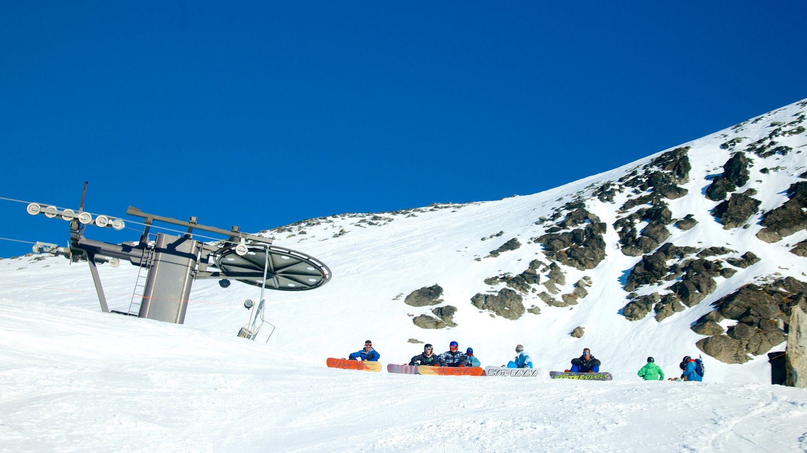The Remarkables Ski Area showing snow boarding and snow