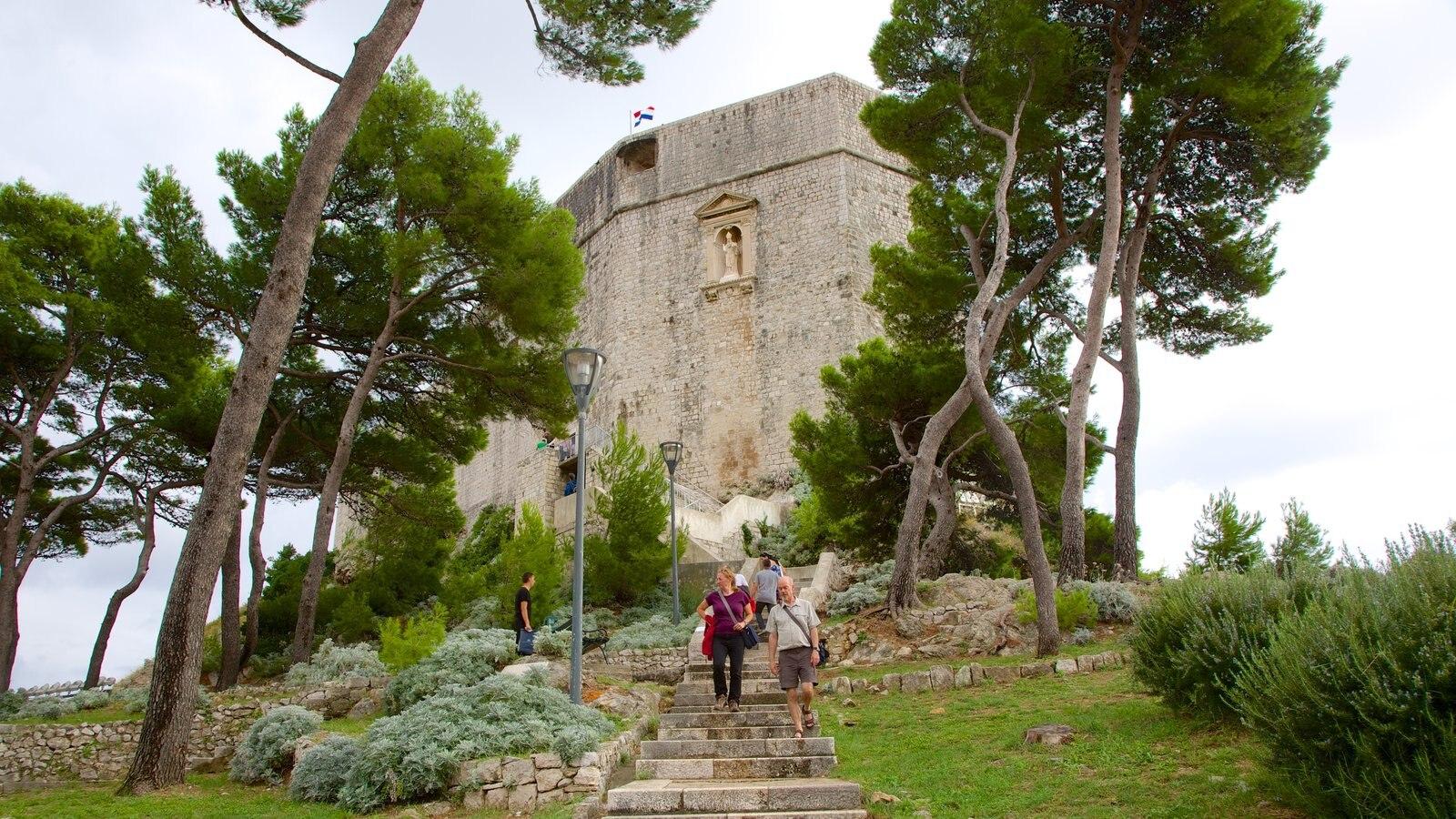 Fortaleza de Lovrijenac que inclui arquitetura de patrimônio
