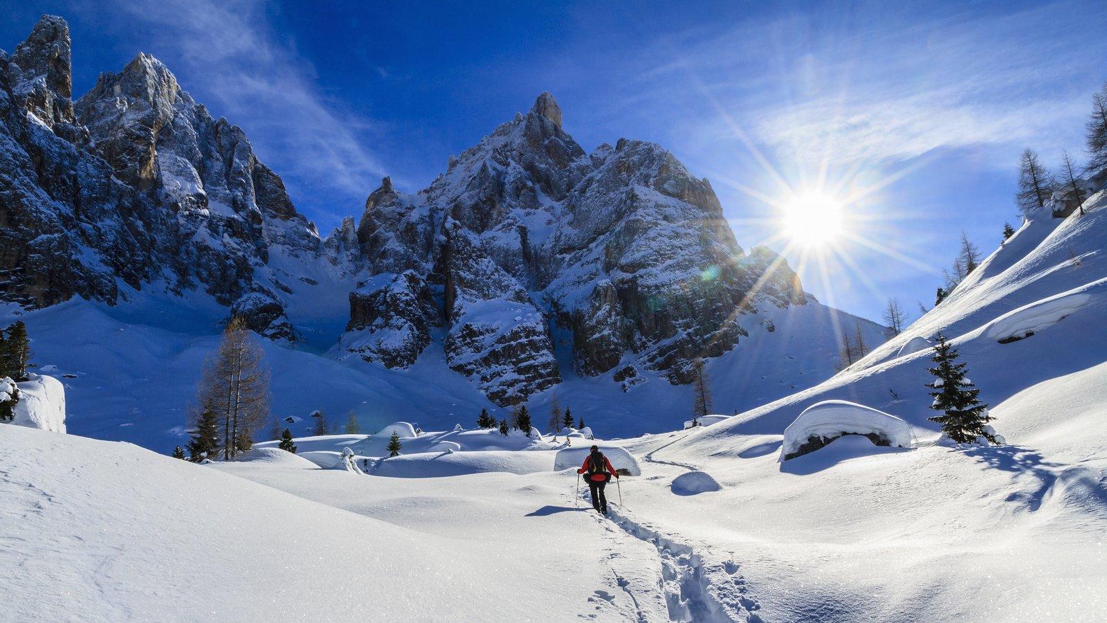 Trentino caracterizando neve, montanhas e snowshoe