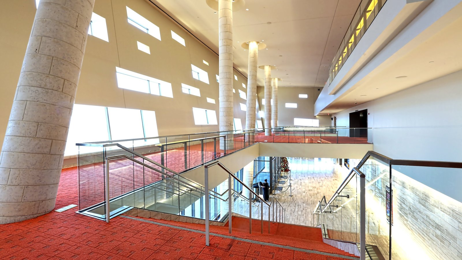 Midland que inclui cenas de teatro, vistas internas e arquitetura moderna