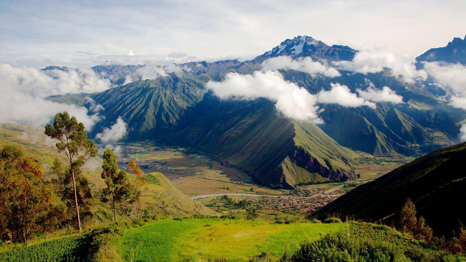 Urubamba mostrando paisagem, cenas tranquilas e montanhas