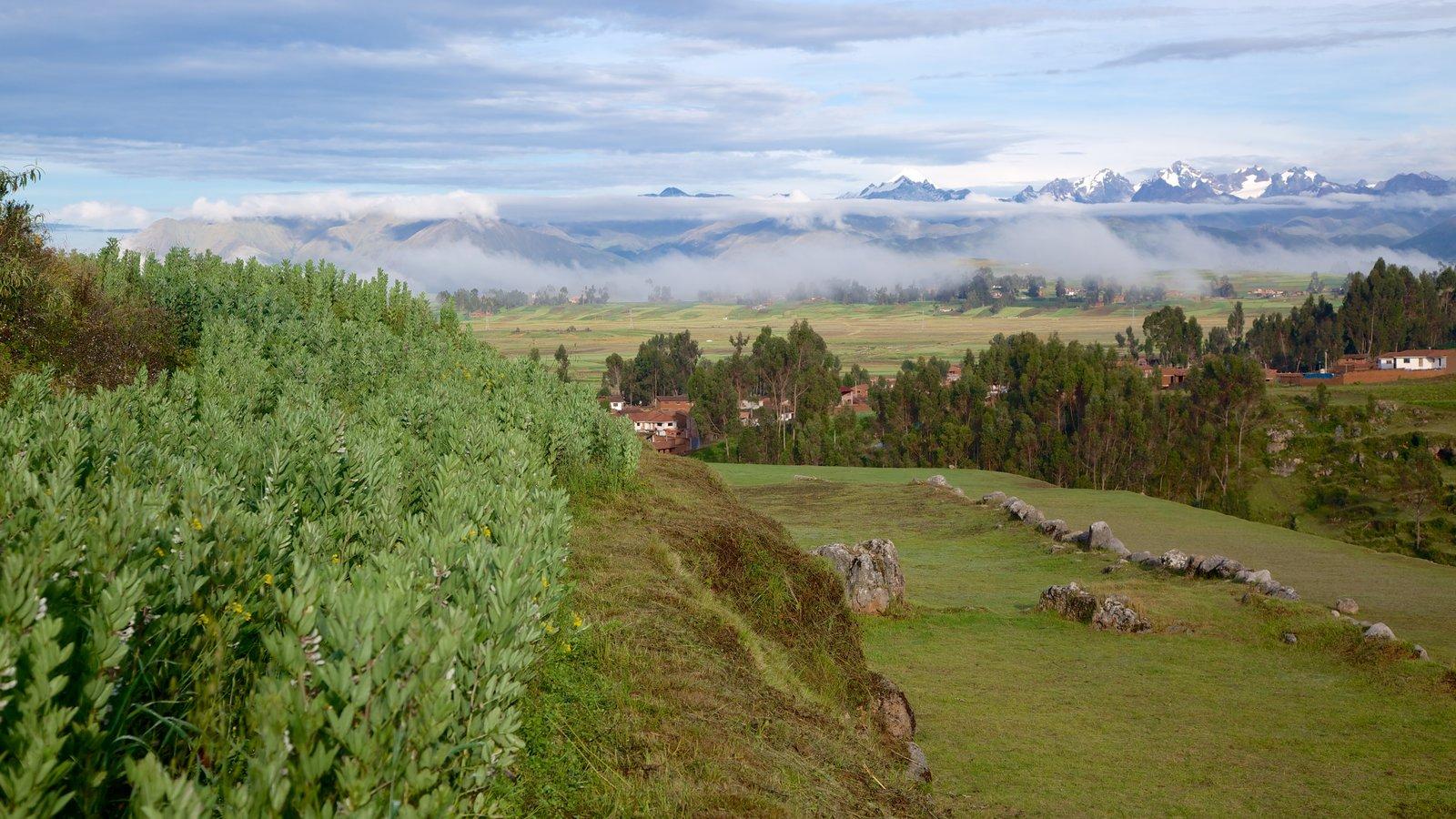 Chincheros mostrando paisagem e cenas tranquilas