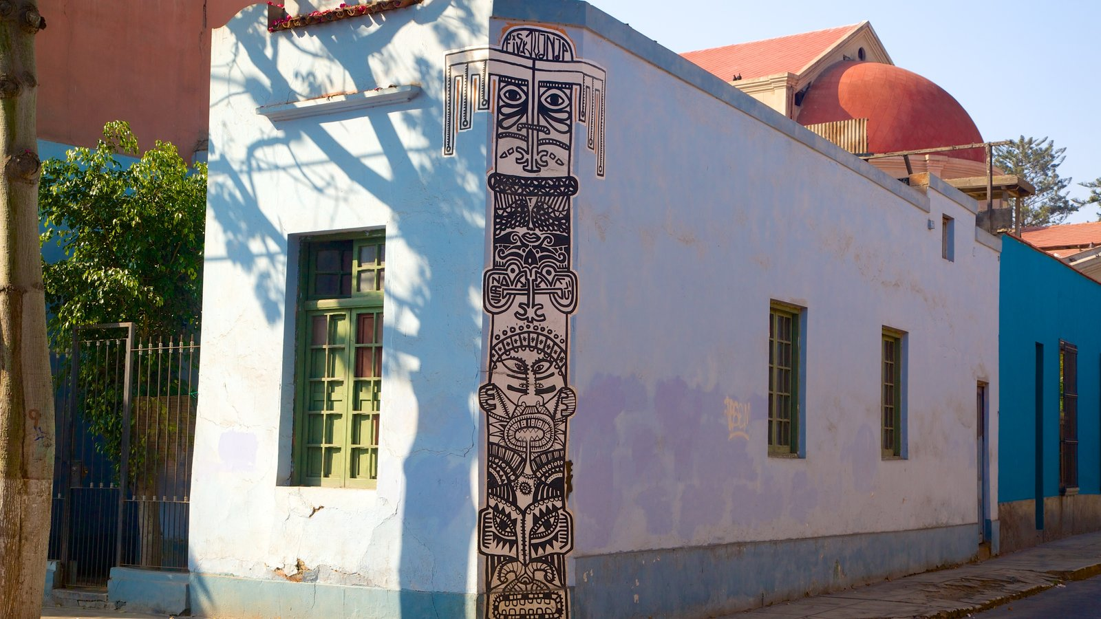 Barranco showing a small town or village and outdoor art