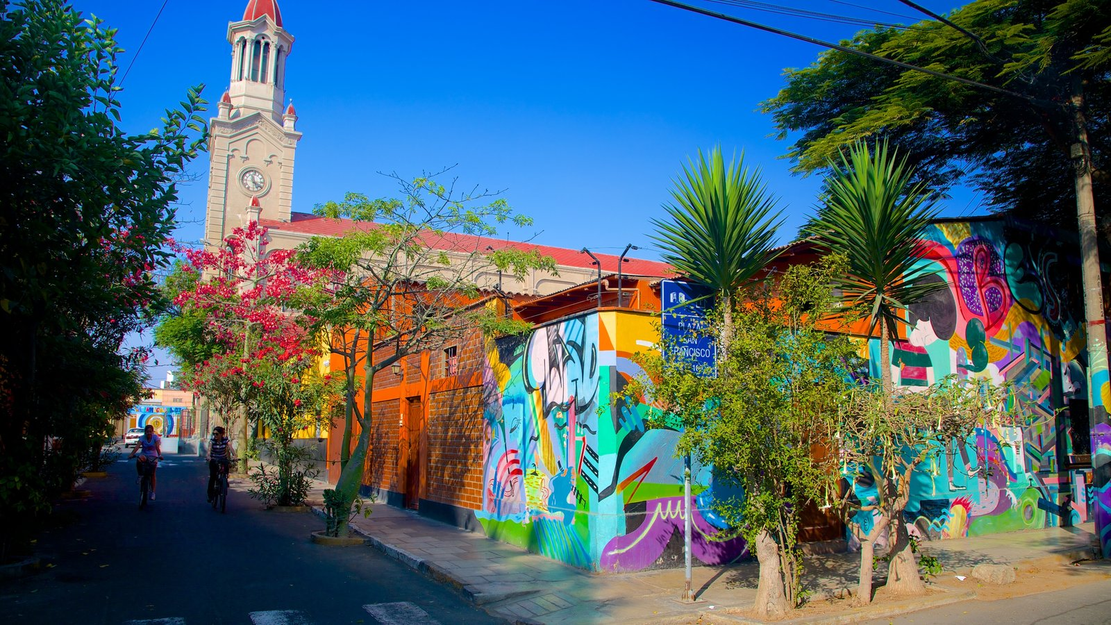 Barranco showing outdoor art and a city