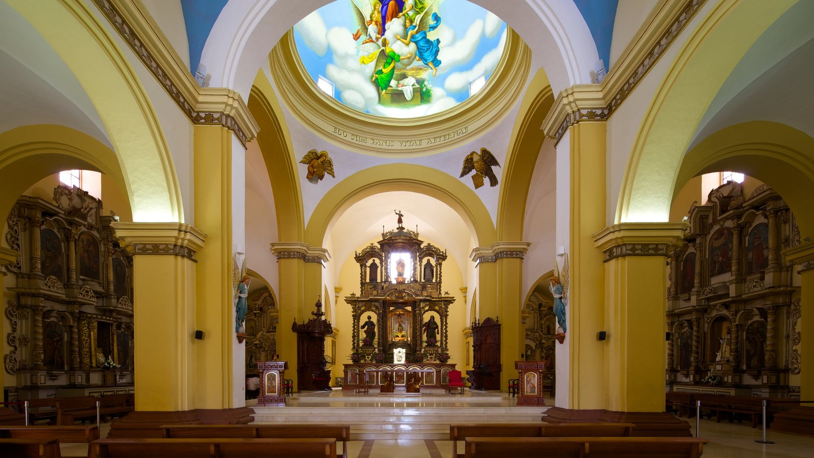 Trujillo Cathedral showing interior views and a church or cathedral