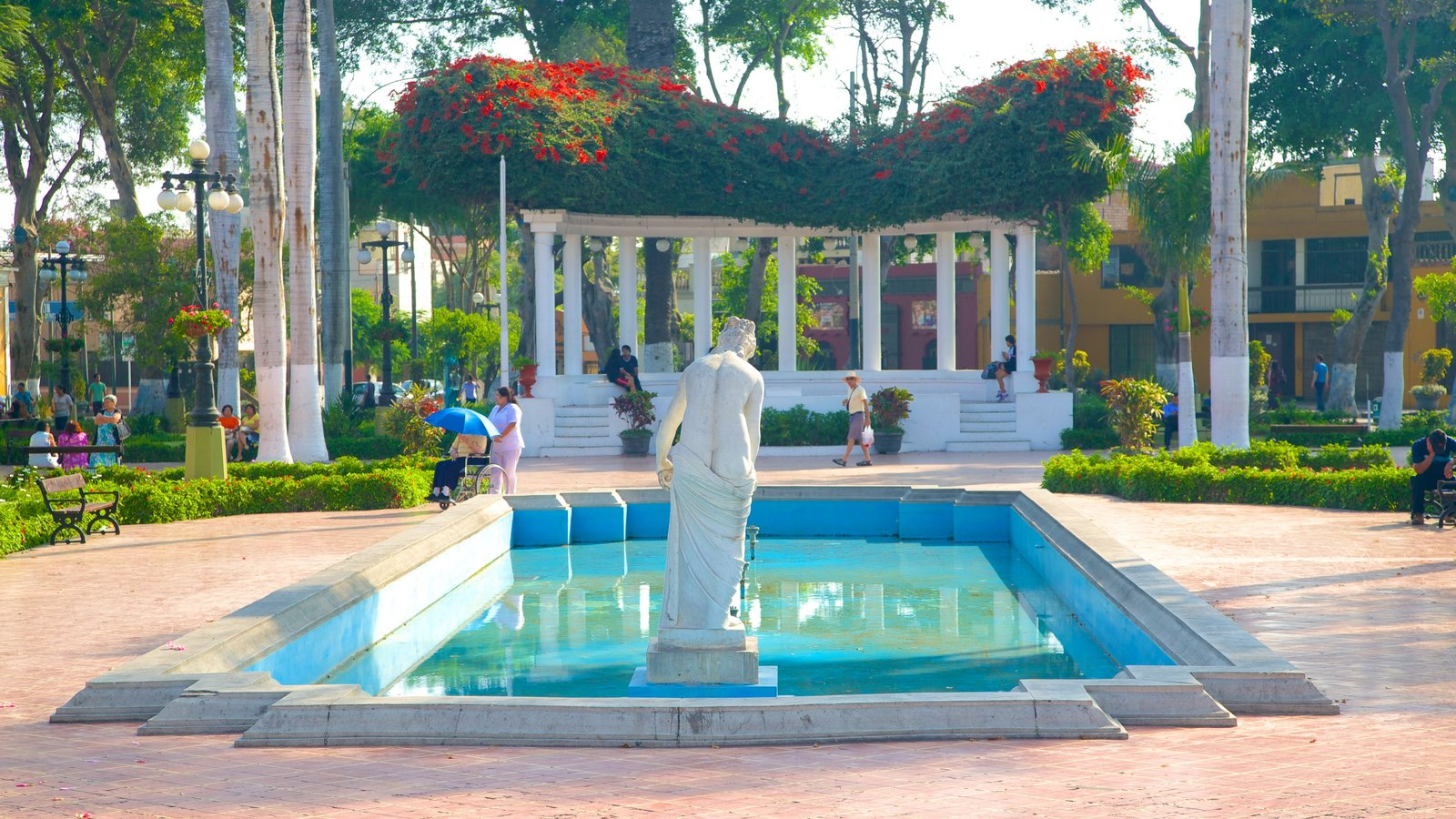Lima featuring a square or plaza, a statue or sculpture and a fountain