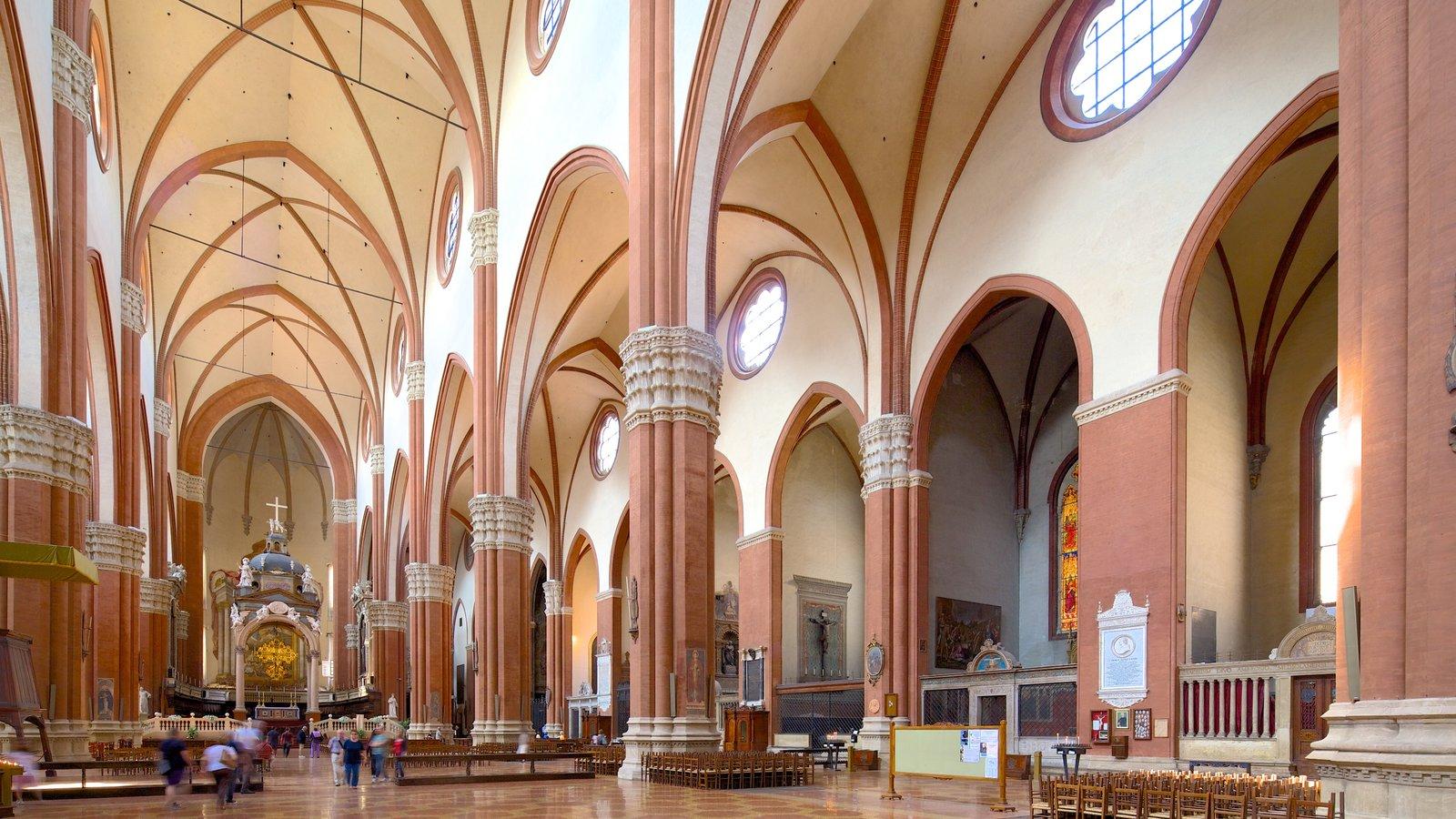 Basilica S. Petronio mostrando elementos religiosos, uma igreja ou catedral e arquitetura de patrimônio