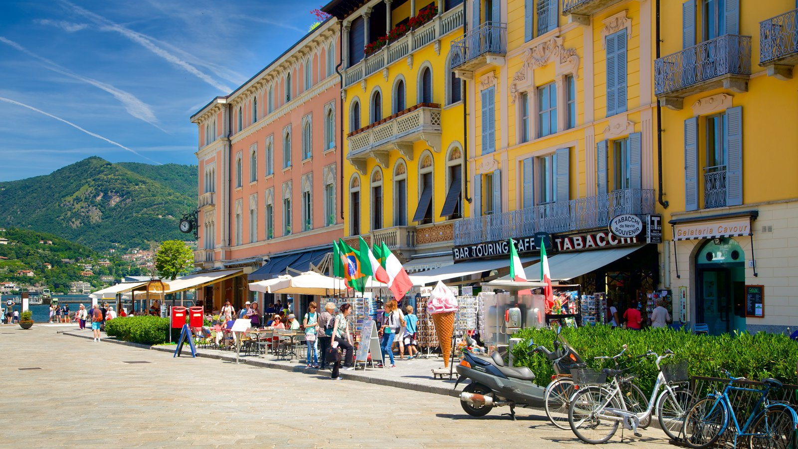 Piazza Cavour which includes outdoor eating and heritage architecture