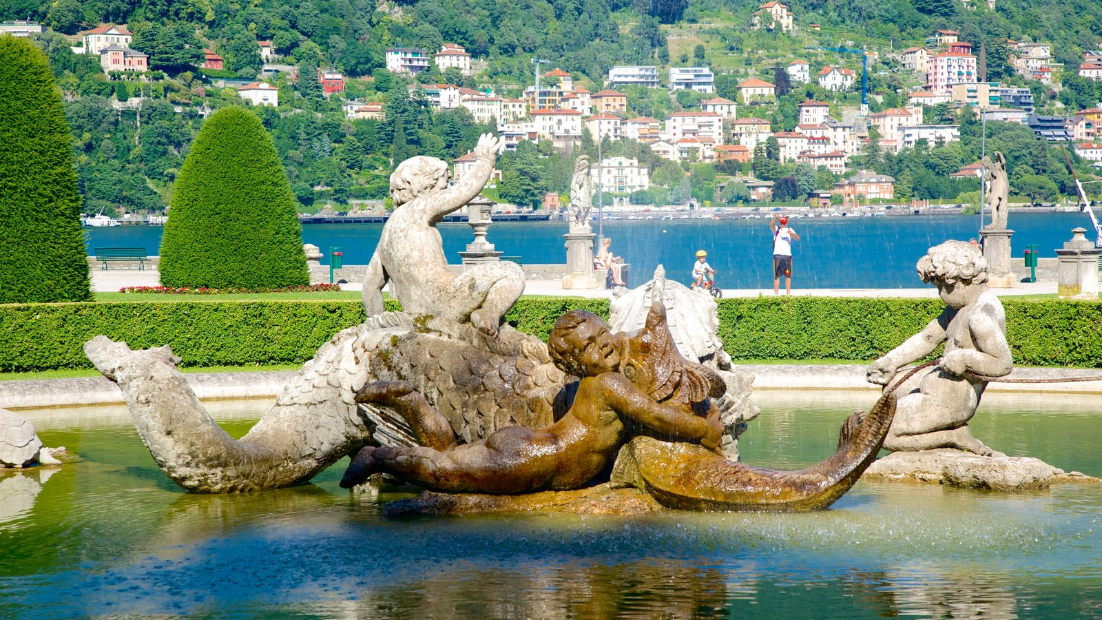 Villa Olmo featuring a statue or sculpture, a fountain and a park