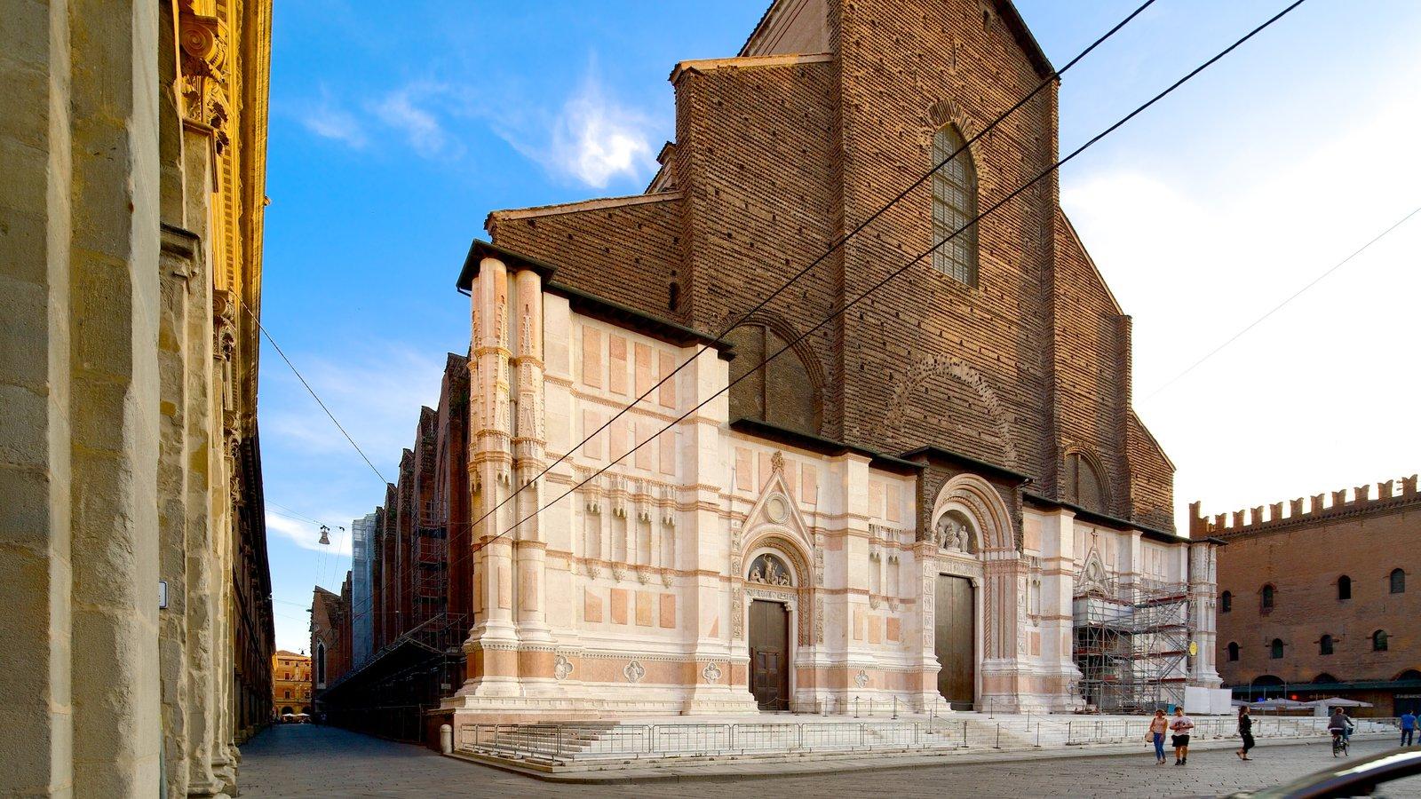 Basilica S. Petronio mostrando uma igreja ou catedral, elementos de patrimônio e elementos religiosos
