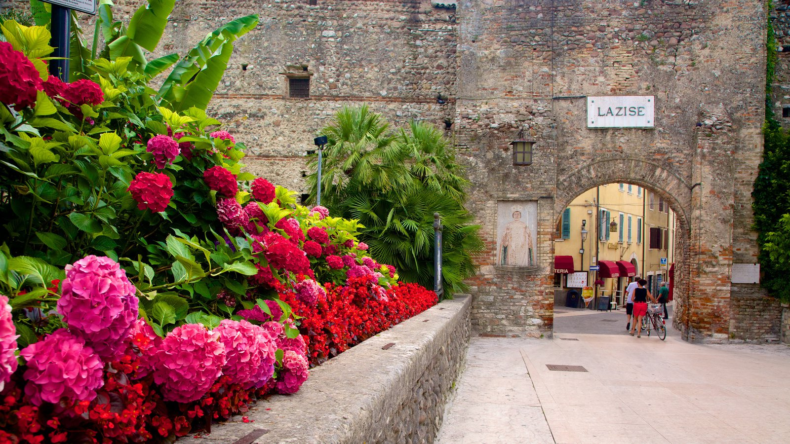 Lazise featuring heritage architecture and flowers