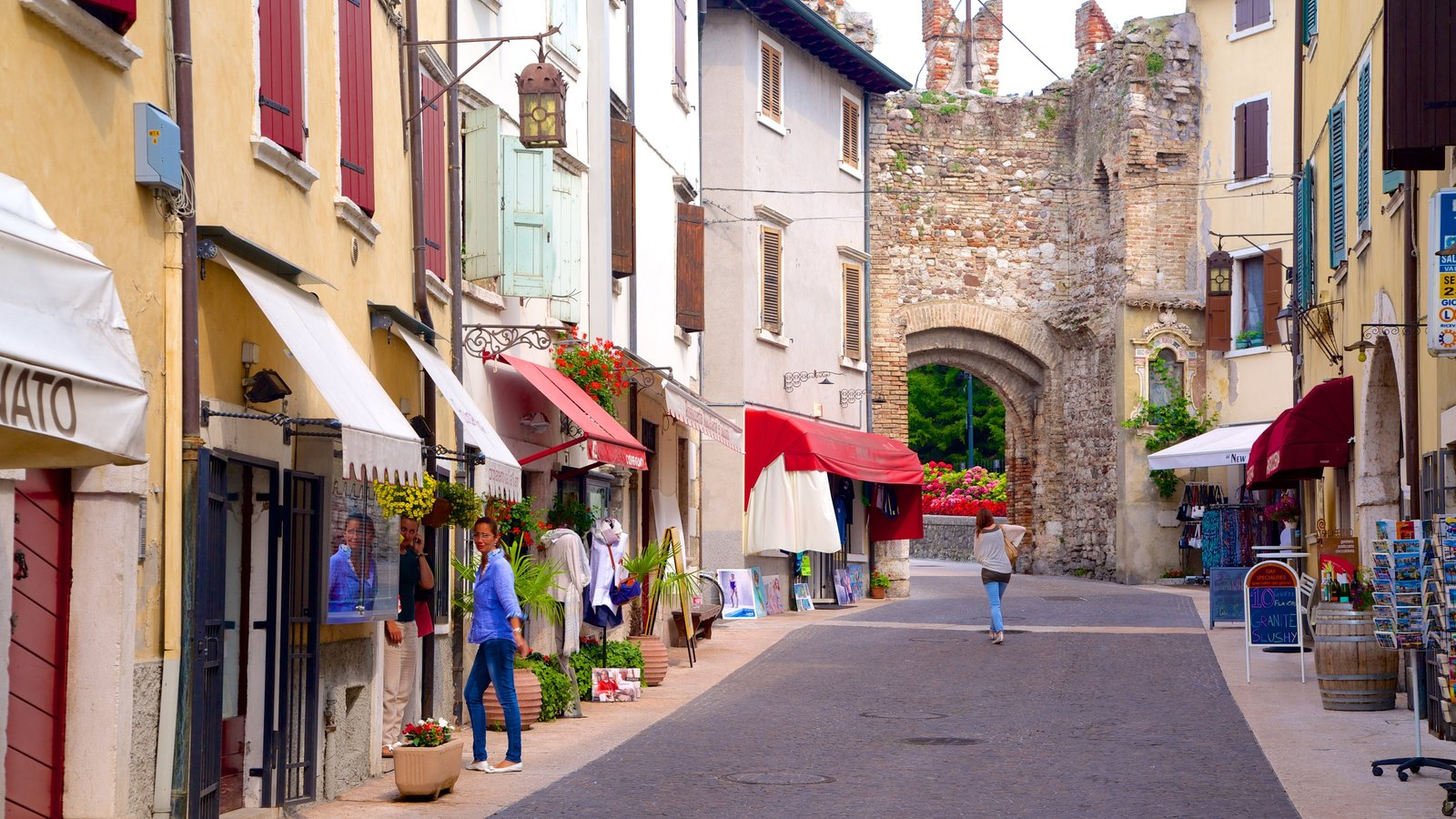 Lazise featuring a small town or village and street scenes