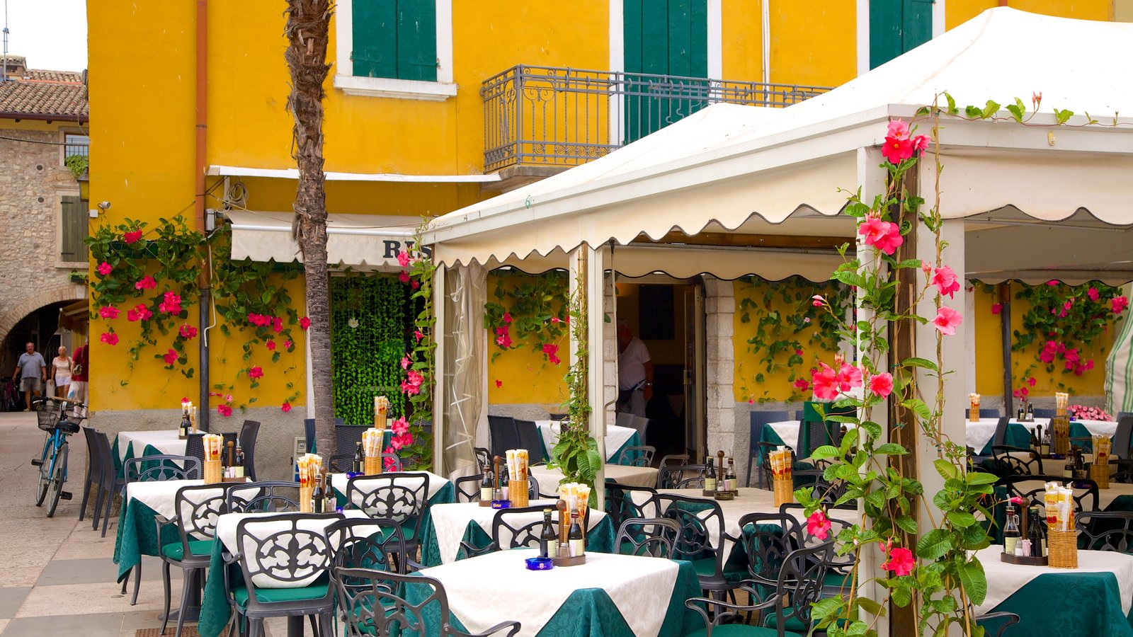 Lazise featuring outdoor eating