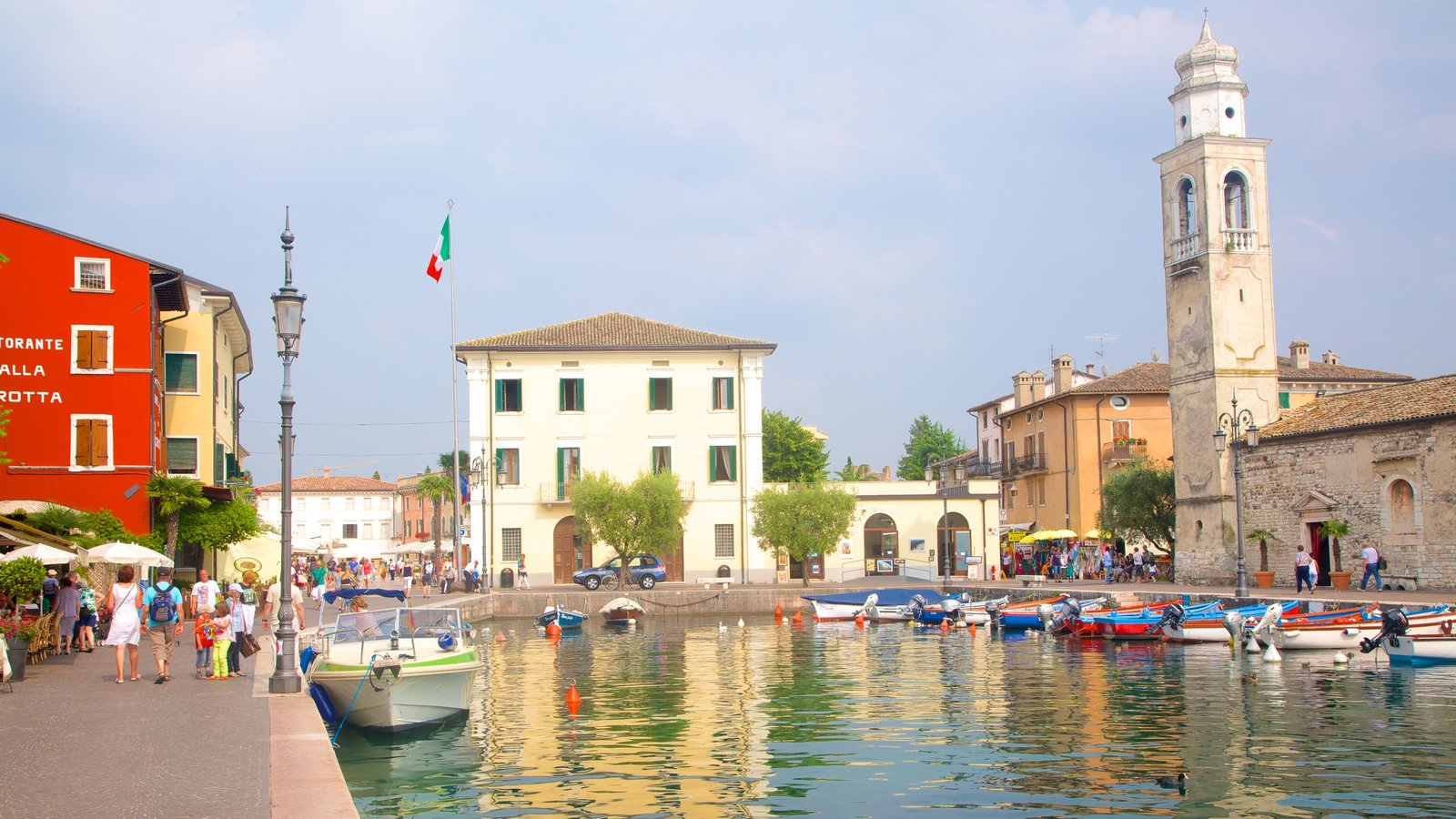 Lazise showing a city and a marina