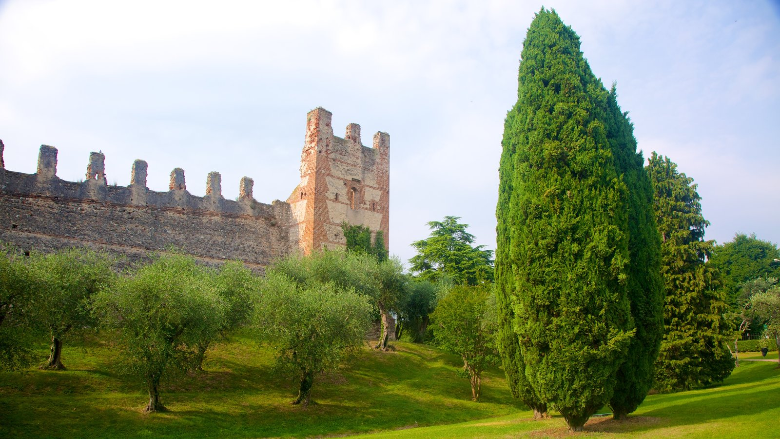 Lazise which includes heritage elements, chateau or palace and a ruin