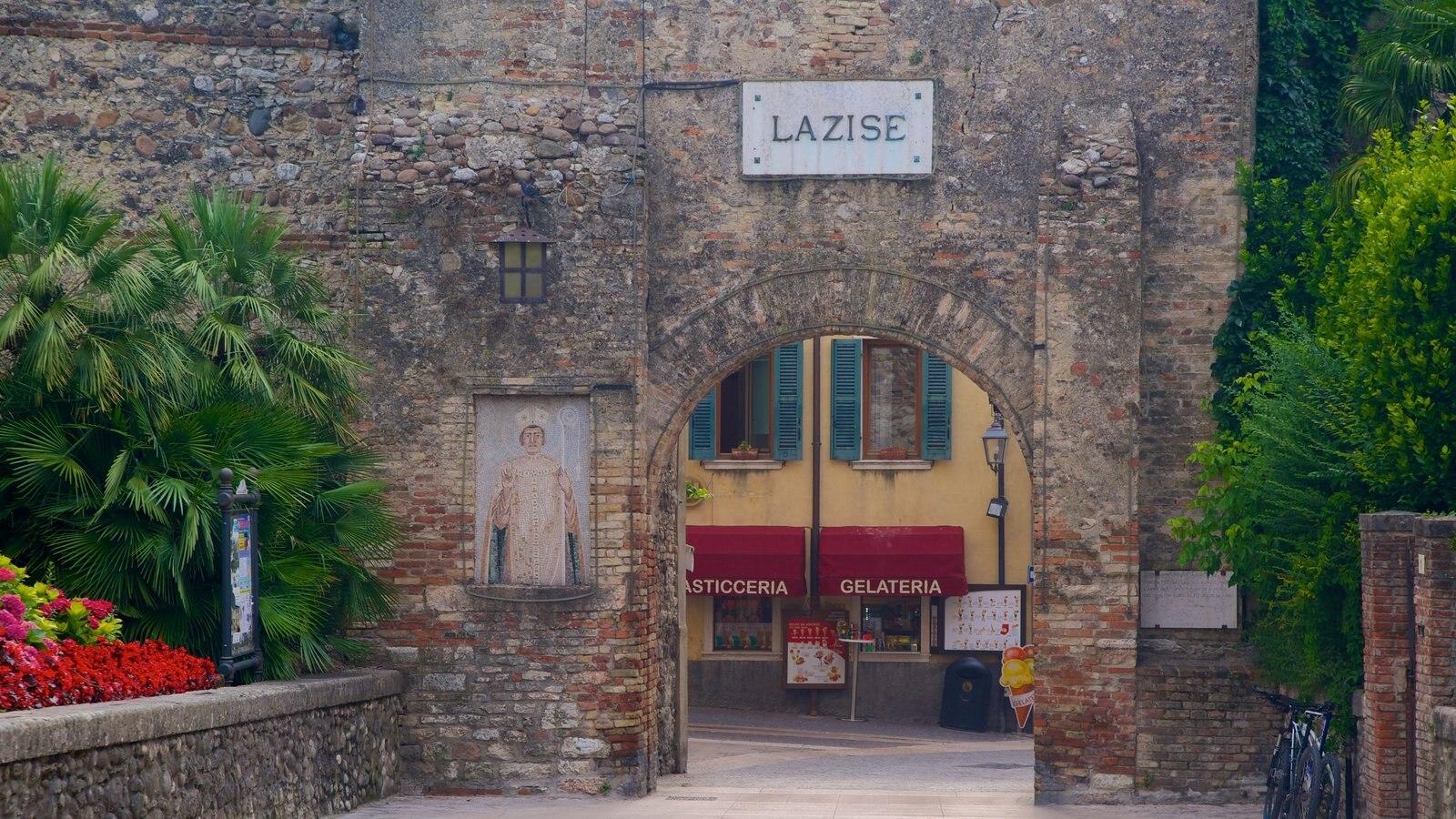 Lazise showing heritage architecture