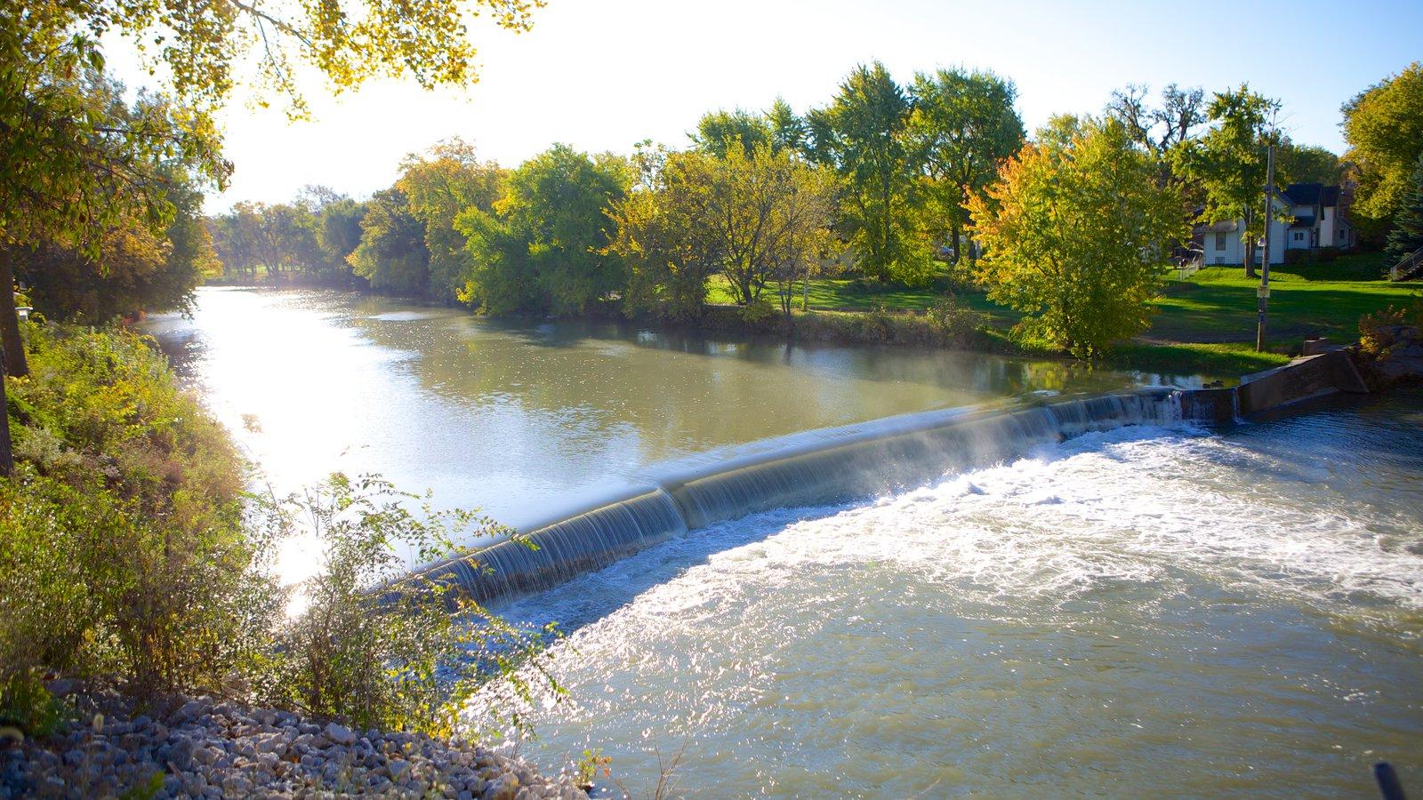 Pontiac mostrando um rio ou córrego e um parque