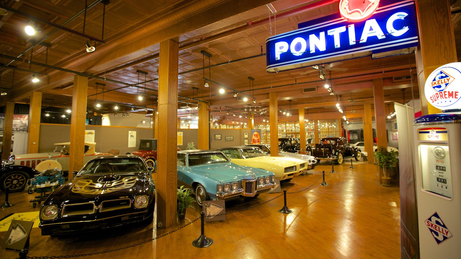 Attraction Pictures: View Images of Pontiac-Oakland Automobile Museum