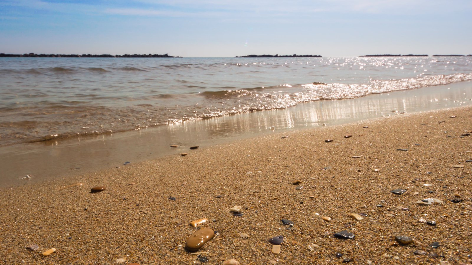 San Benedetto del Tronto showing a sandy beach