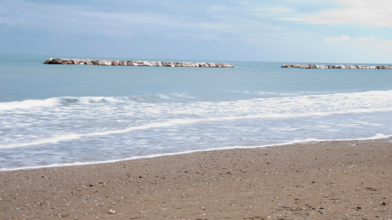 San Benedetto del Tronto which includes a sandy beach