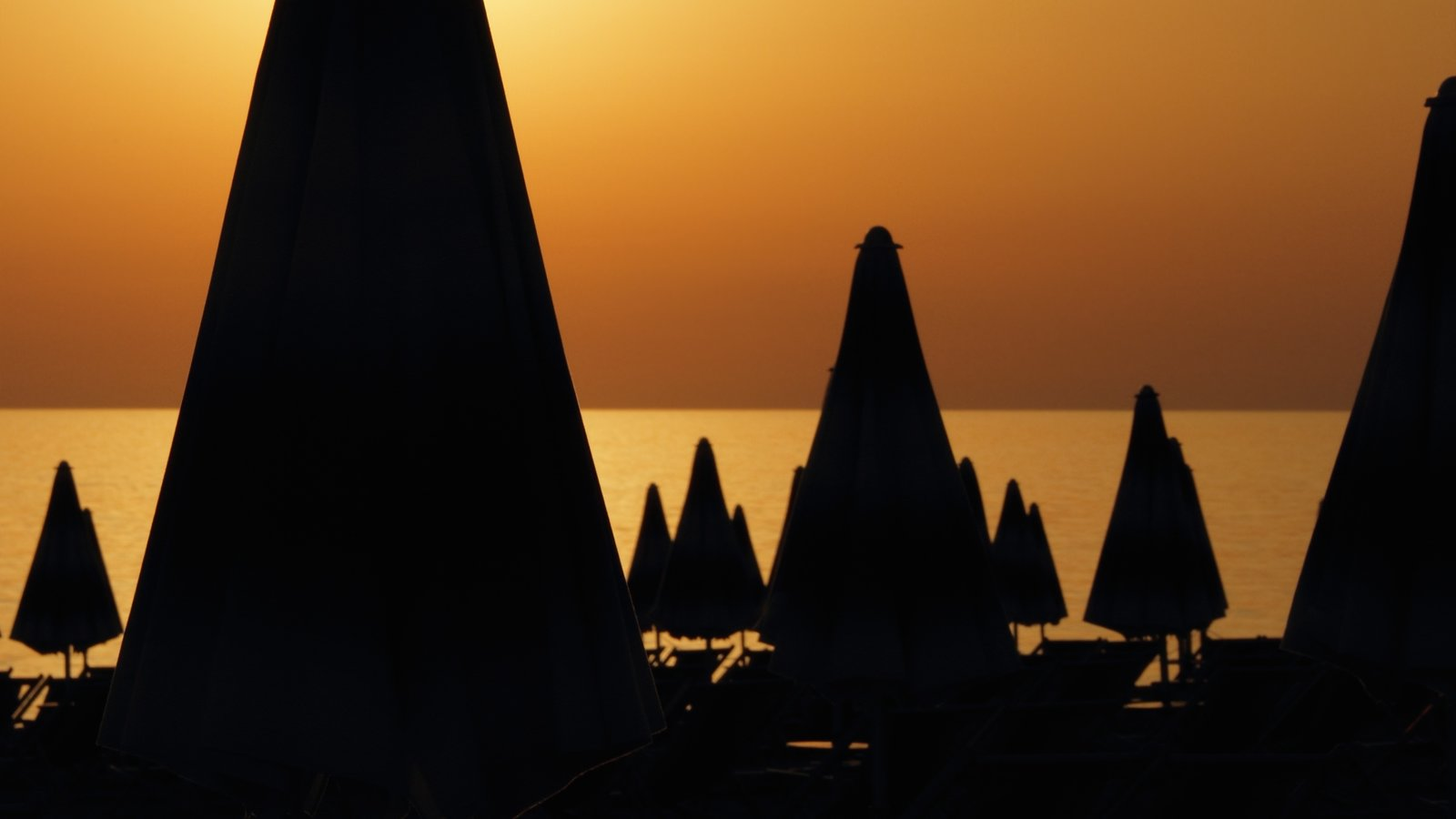 Lido di Jesolo showing a sunset and general coastal views