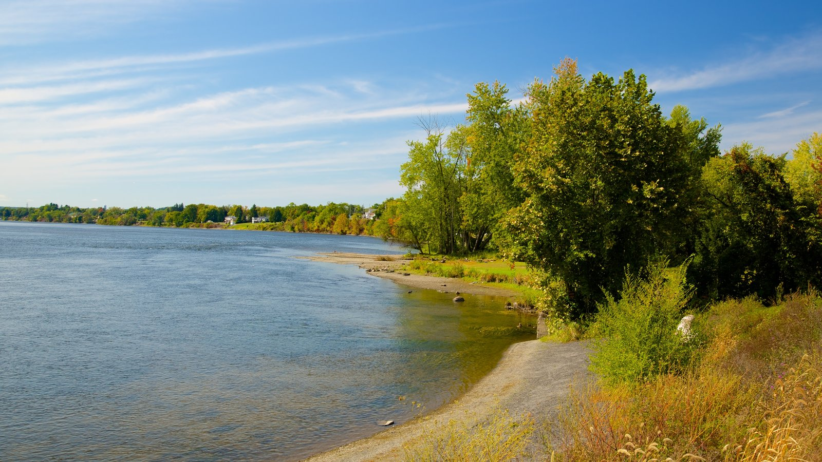 Stillwater que incluye escenas tranquilas y un lago o abrevadero