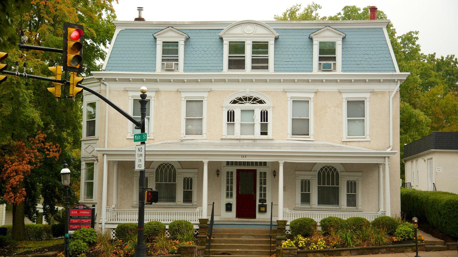 Doylestown que incluye patrimonio de arquitectura y una casa