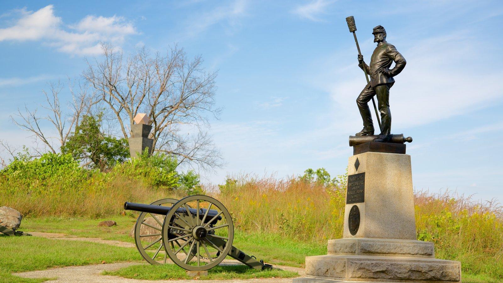 Gettysburg National Military Park que inclui um jardim, elementos de patrimônio e itens militares