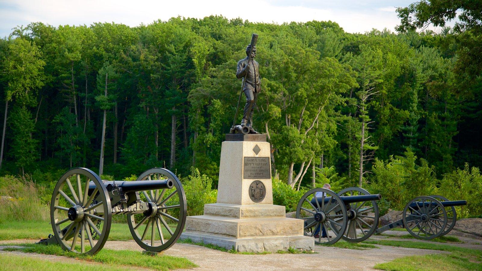 Gettysburg National Military Park caracterizando um parque, itens militares e um monumento