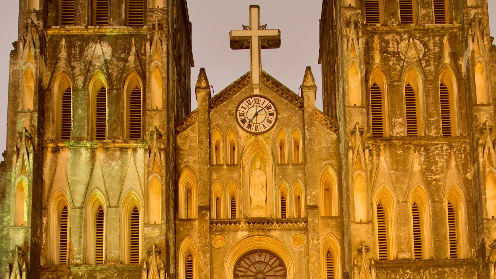 St. Joseph Cathedral featuring heritage elements, markets and heritage architecture