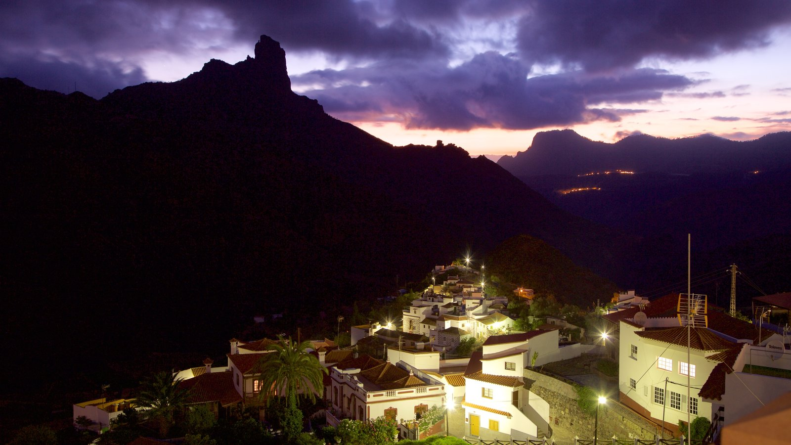 Tejeda showing mountains, night scenes and a small town or village