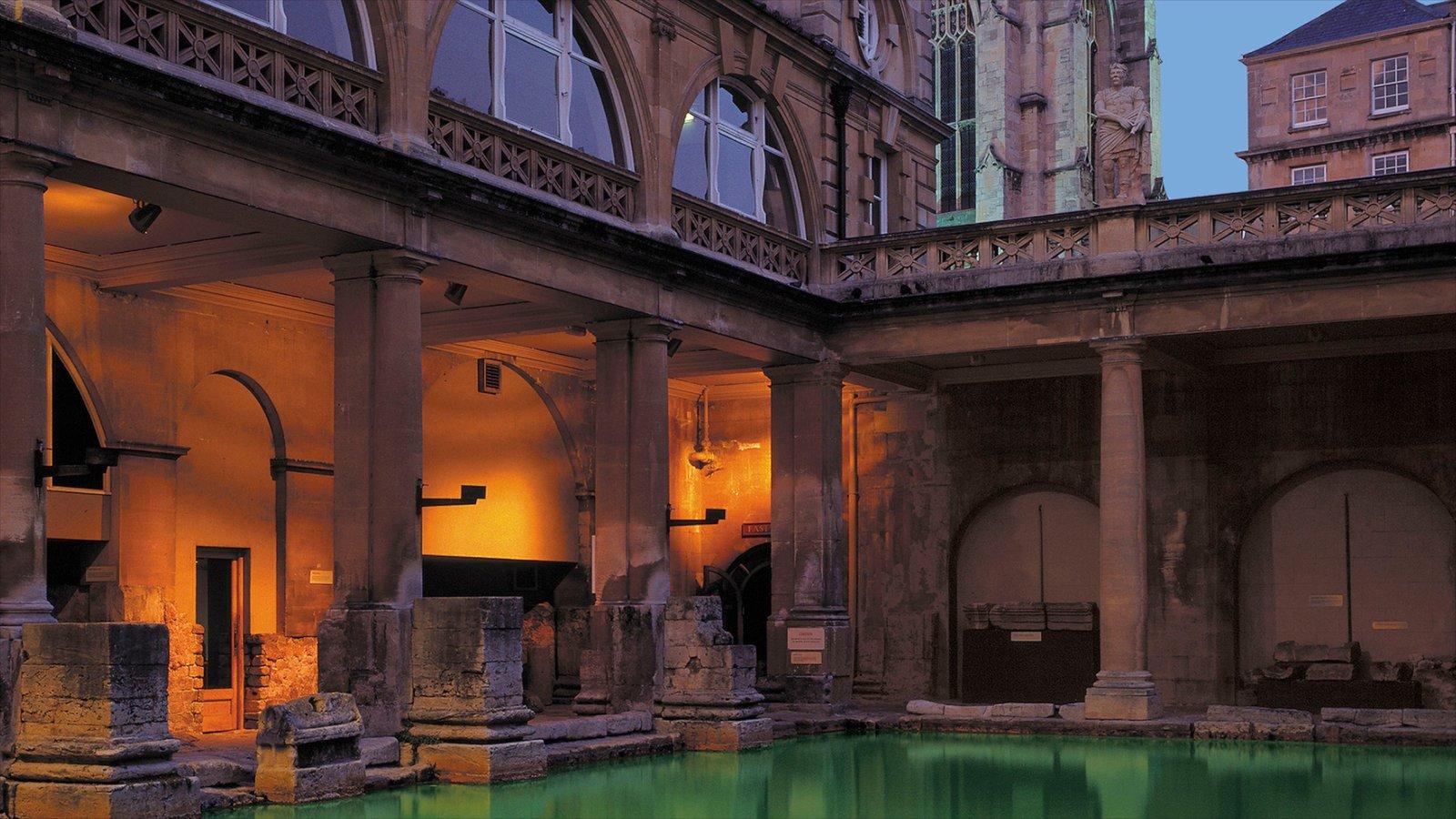 Banhos romanos caracterizando uma igreja ou catedral, elementos de patrimônio e arquitetura de patrimônio