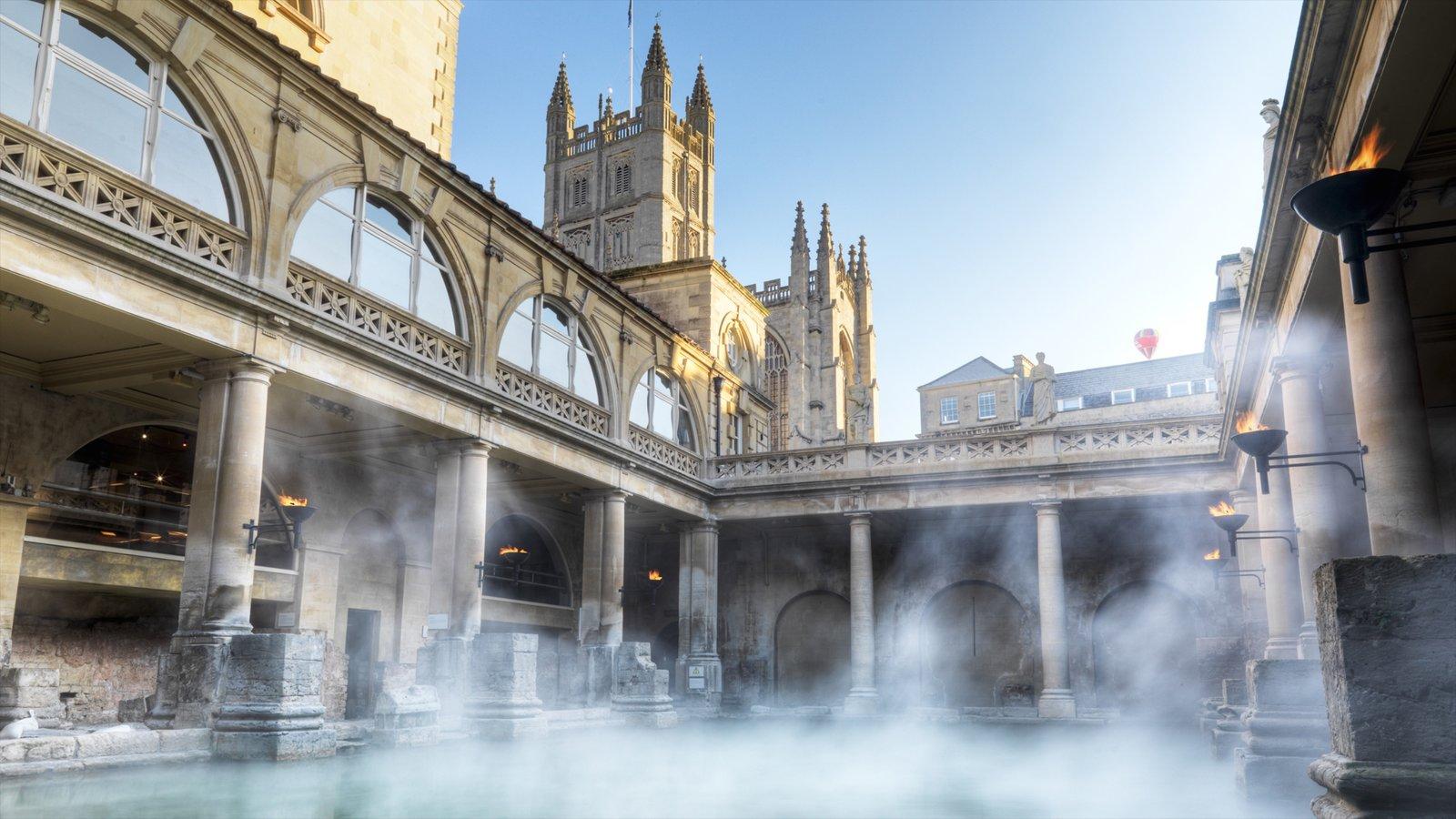 Banhos romanos que inclui elementos de patrimônio, neblina e arquitetura de patrimônio