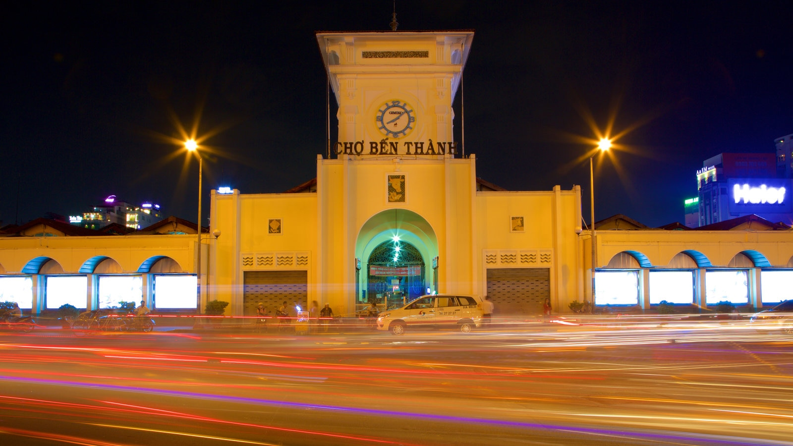 Ben Thanh Market showing heritage architecture, signage and night scenes