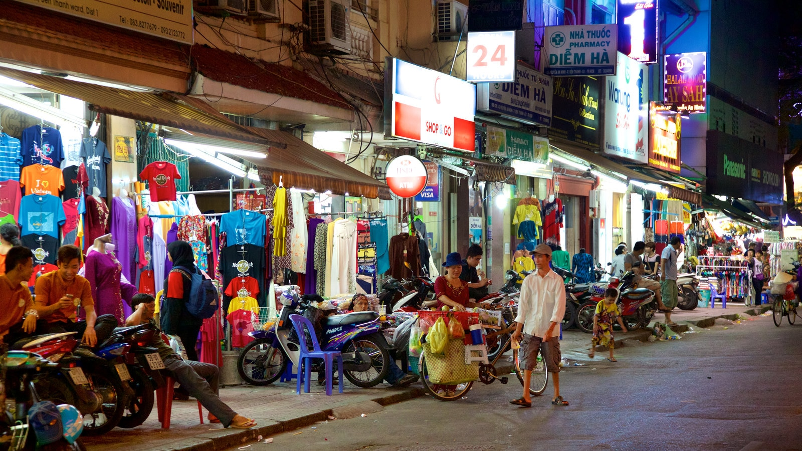 Ben Thanh Market featuring markets and shopping