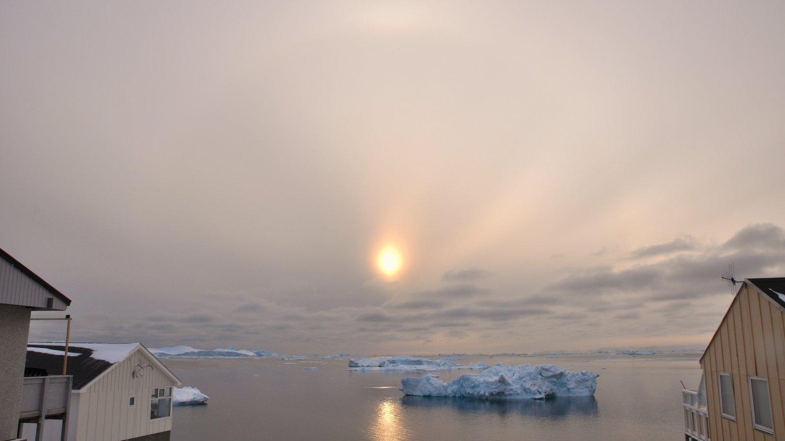 Ilulissat que incluye vistas generales de la costa y nieve