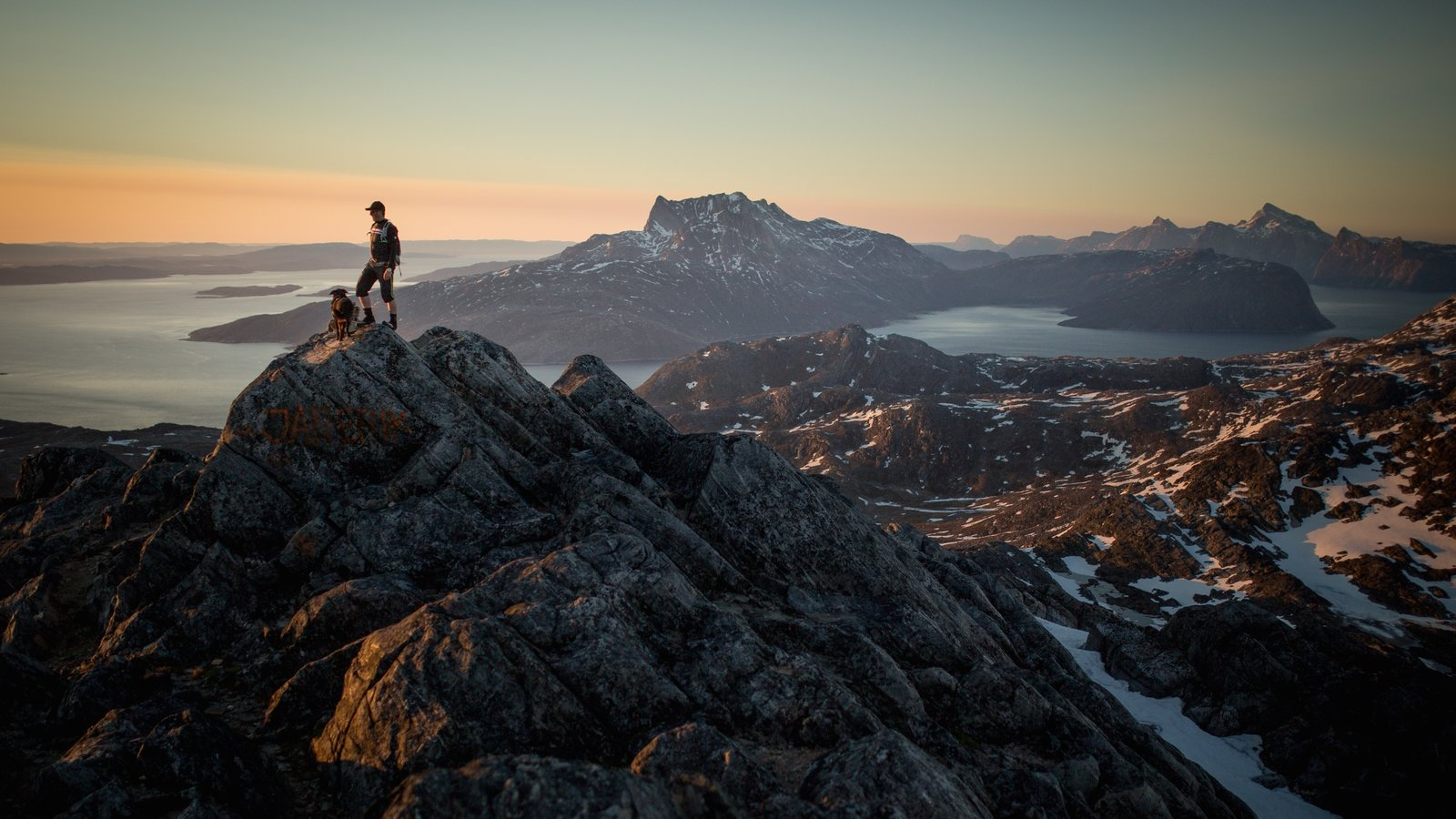 Groenlandia que incluye nieve, montañas y senderismo o caminata