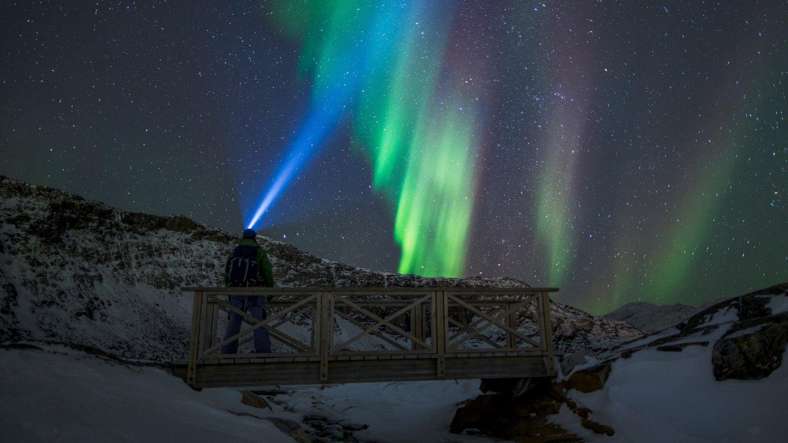 Groenlandia ofreciendo nieve y auroras boreales